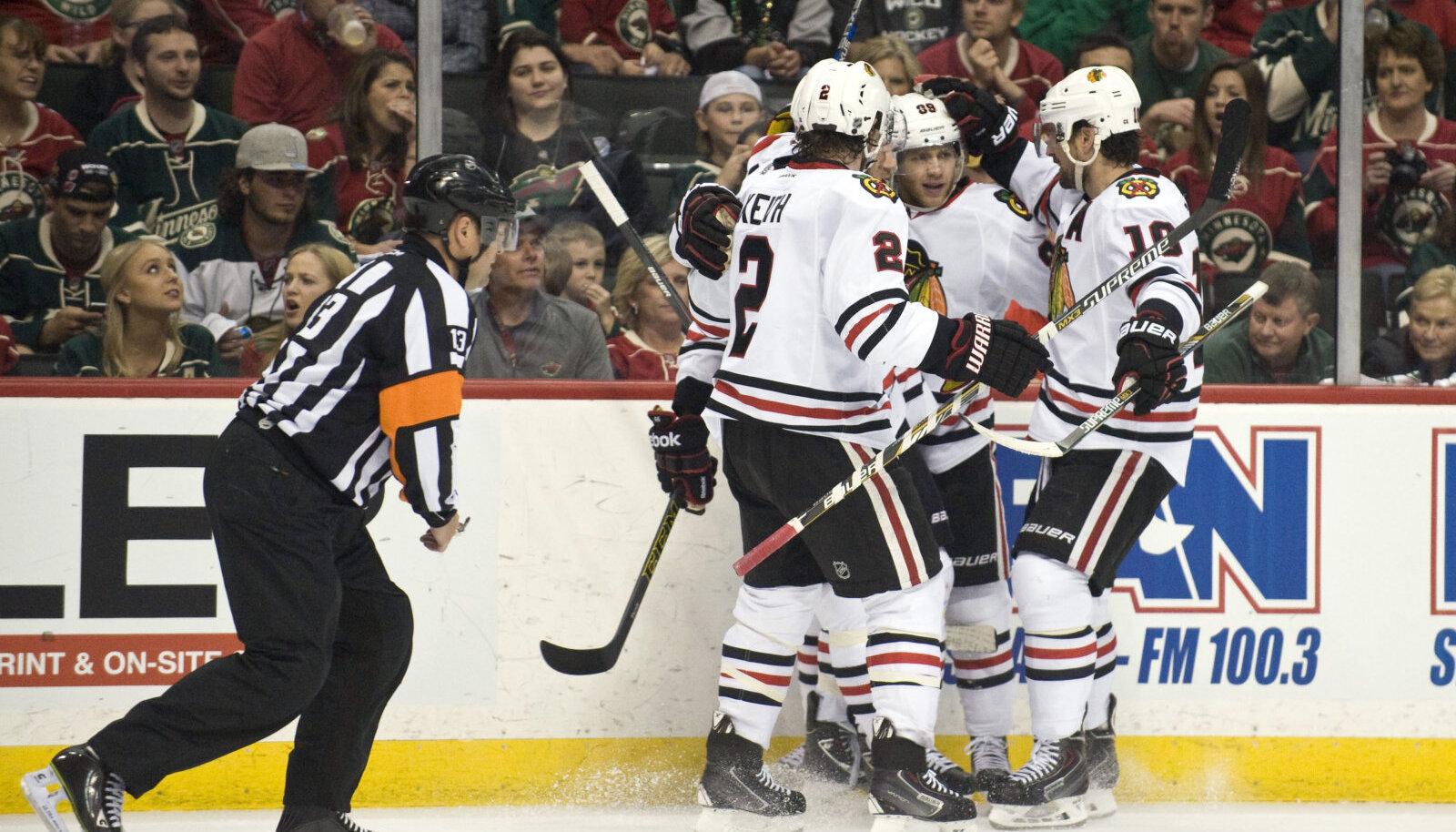 Chicago mehed tähistamas Kane'i väravat.