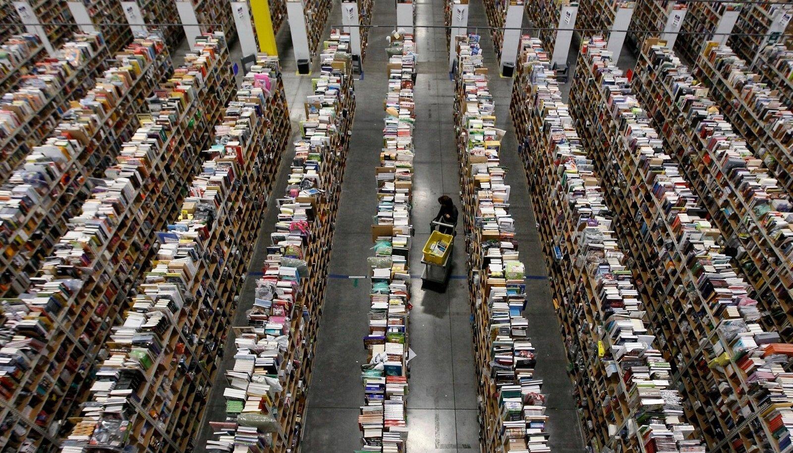 Amazoni laotöötajate raskest elust on ennegi kirjutatud, kuid ka kontorirahva elu ei ole firmas meelakkumine. Pildil Amazoni ladu USA-s Phoenixis.