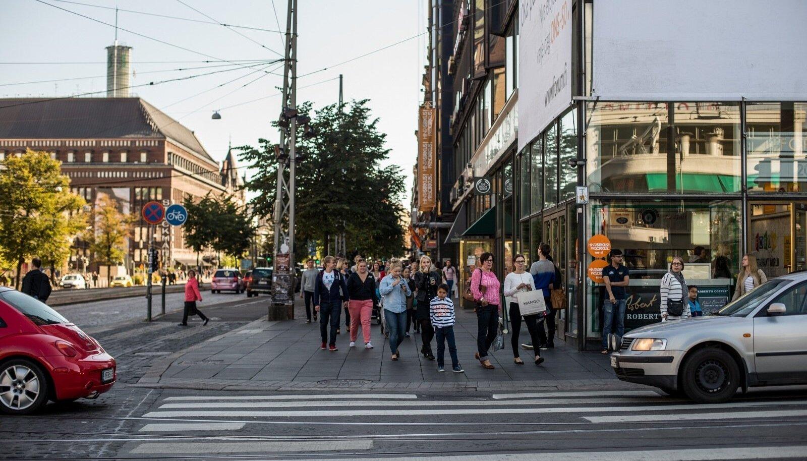Tänavamelu Helsingi kesklinnas, mida tänavu sügisel võib hakata pingestama sadade liinibuside kadumine.