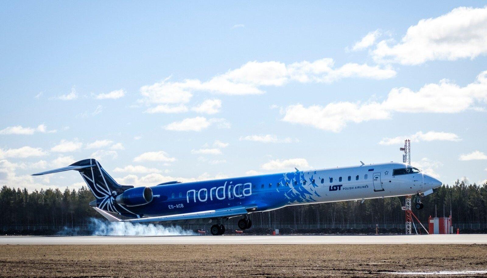 Bombardier CRJ700 õhku tõusmine Tallinna Lennujaamast.