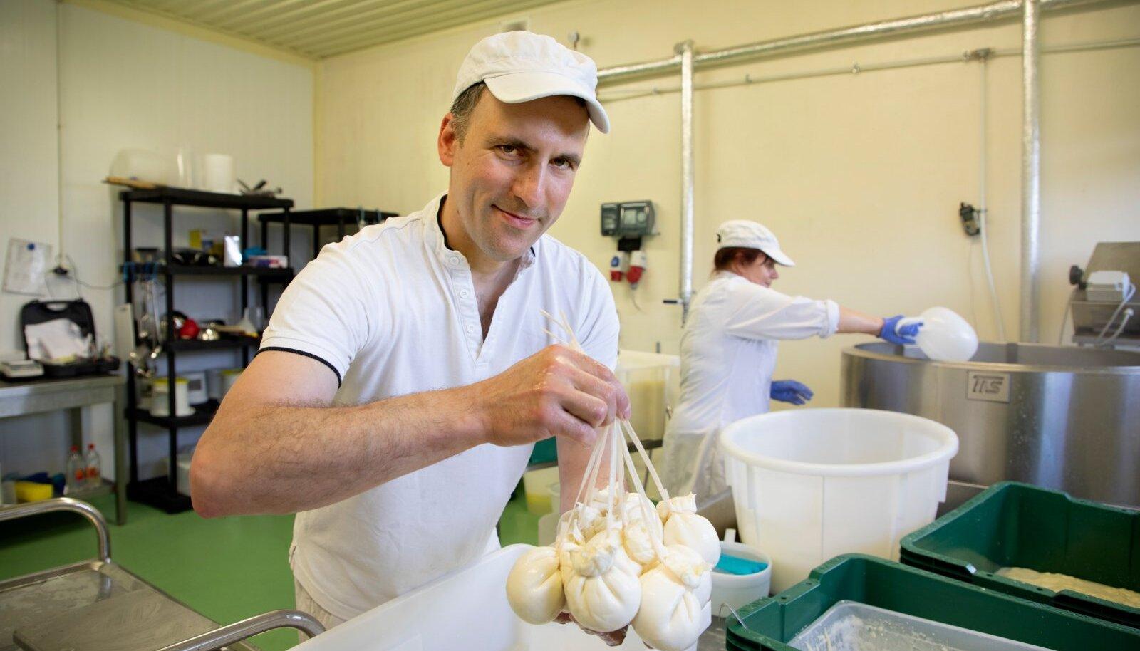 Denis Pretto üheks firmamärgiks on käsitsi valmistatud juust burrata, mida saab vaid peenematest restoranidest.