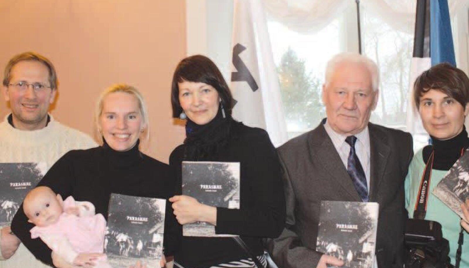 Erik Sepping, raamatu autor on Helen Sooväli Sepping, kujundaja Kaia Rähn, külavanem Jüri Palts, fotograaf Annika Haas.