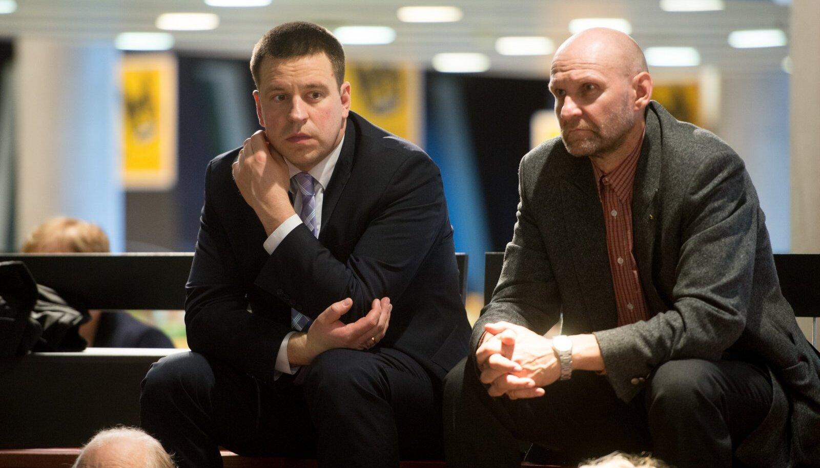 Keskerakonna esimees Jüri Ratas (vasakul) ja Isamaa juht Helir-Valdor Seeder pole koalitsioonis oldud ajaga suutnud praegust võimuliidu varianti oma valijate hulgas ülekaalukalt eelistatuimaks muuta.