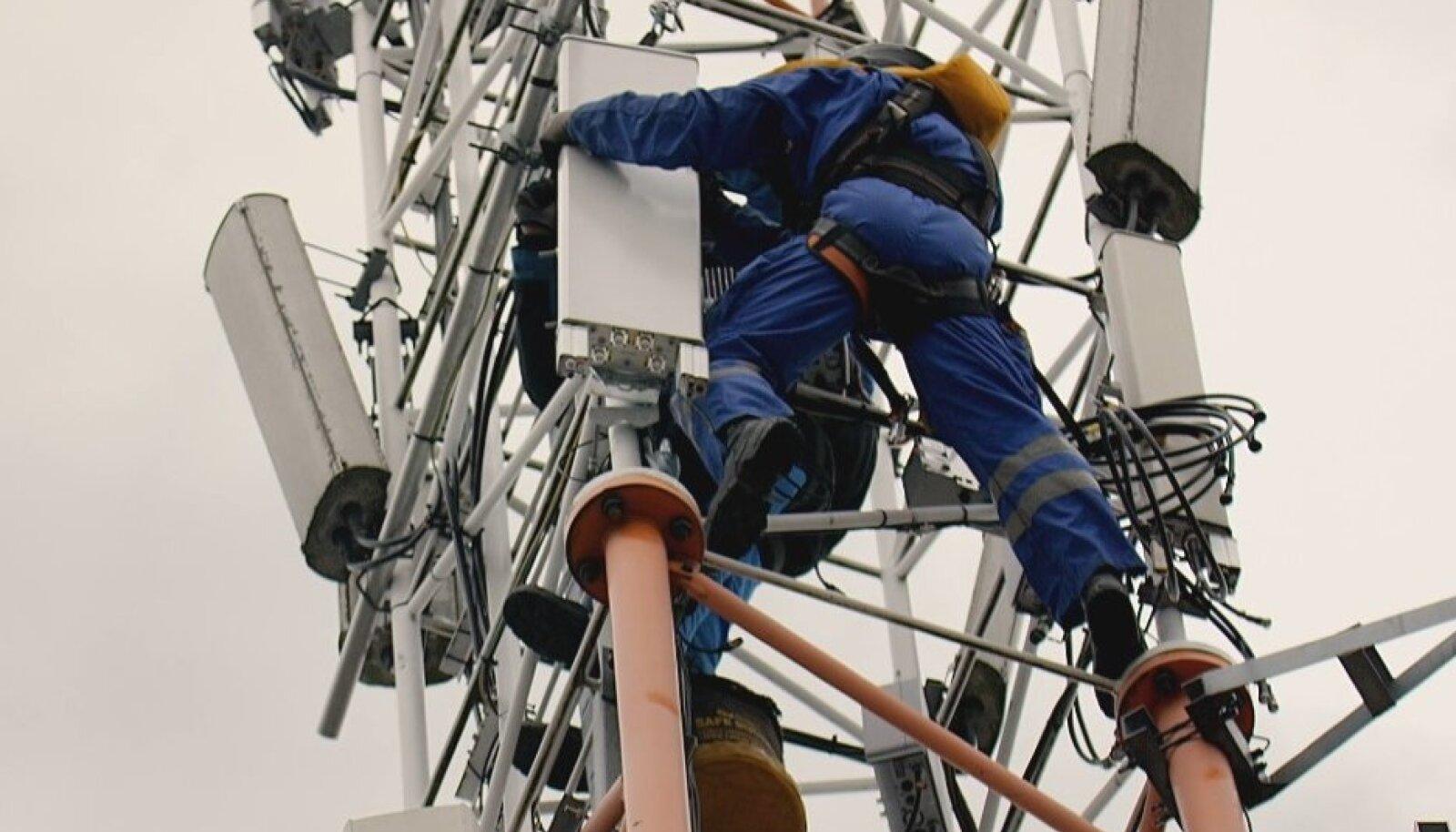 5G-tugijaama paigaldamine (foto: Telia)