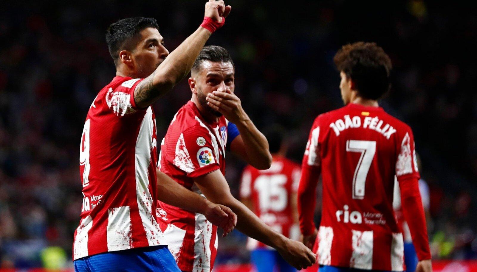Luis Suarez (vasakul) tähistamas Barcelona võrku löödud palli.