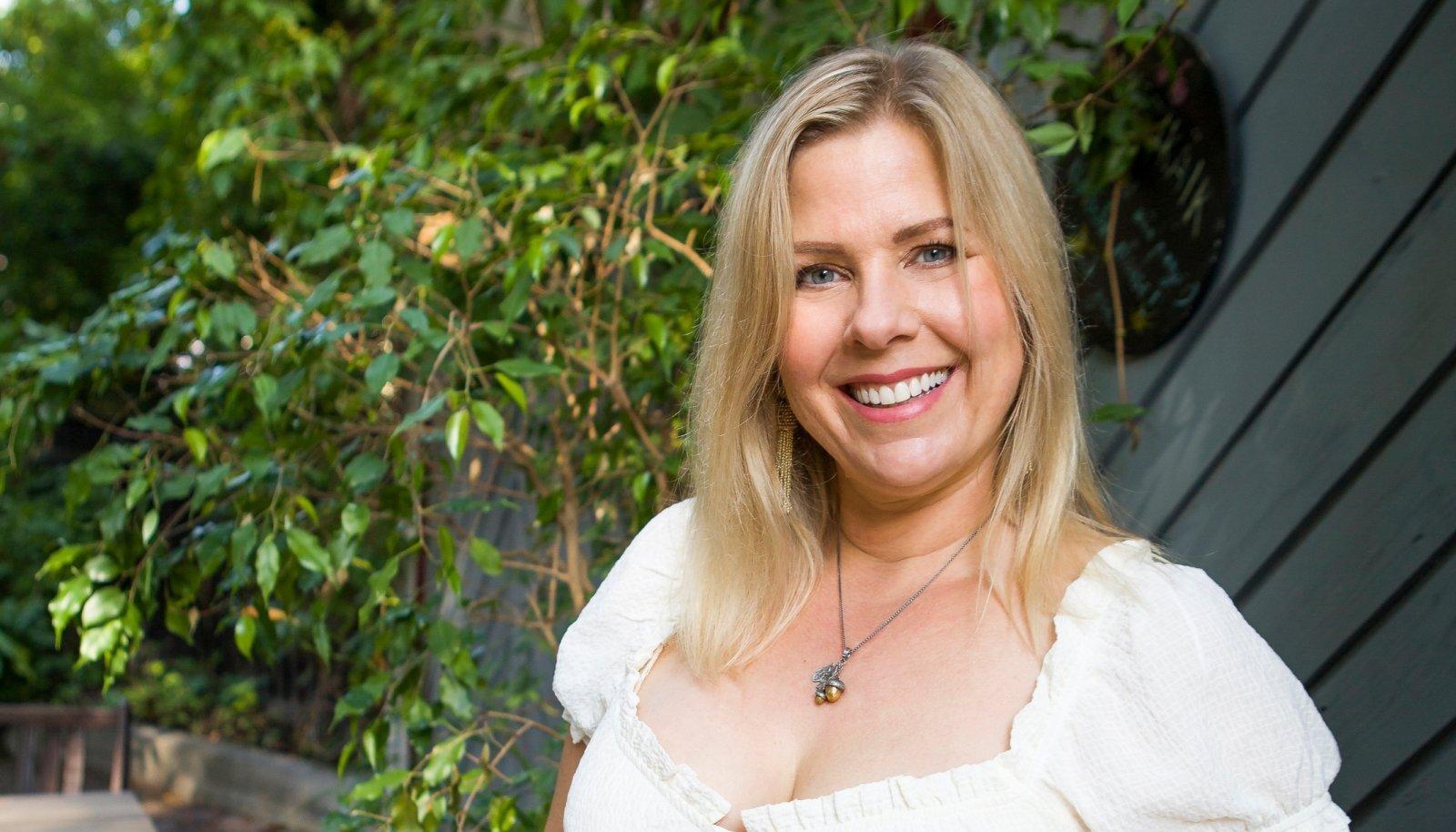 """USAs elav kolumnist Kristi Luik on jaganud oma mõtteid moeajakirjades, temalt on ilmunud ka raamat """"Veidrike printsess"""". Praegu nuputab ta, kuidas klapitada oma trenne laste uinakuajaga ning muuta menüü tervislikumaks, minetamata seejuures elutahet."""