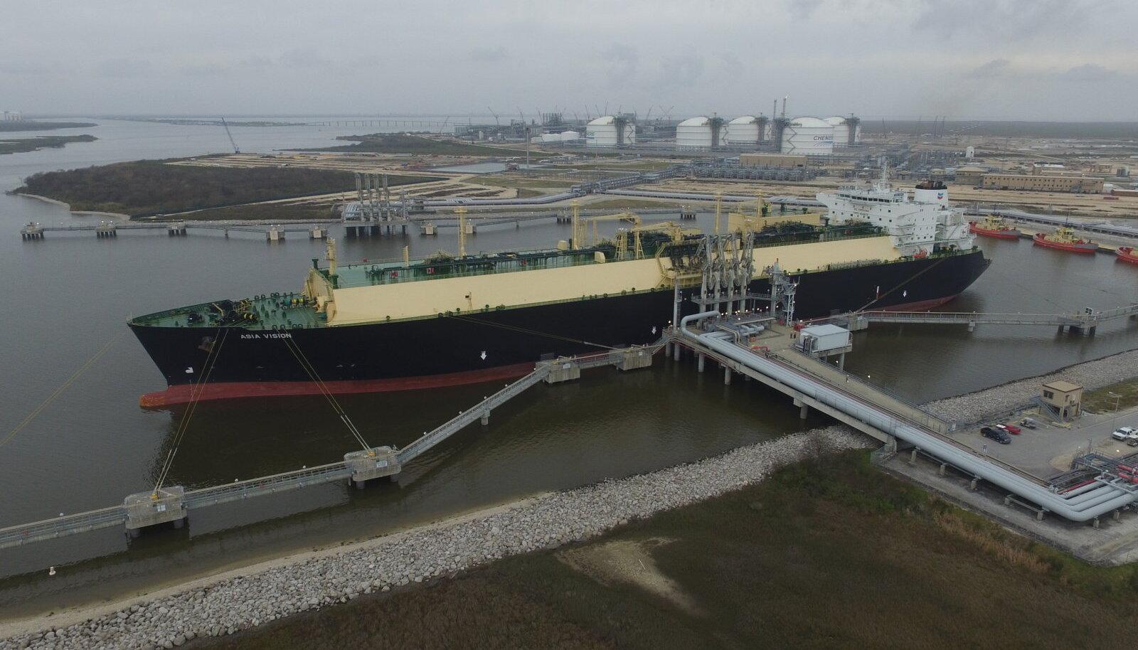 Esimese USAst eksporti mineva LNG tankeri laadimine Cheniere'i terminalis mullu veebruaris.