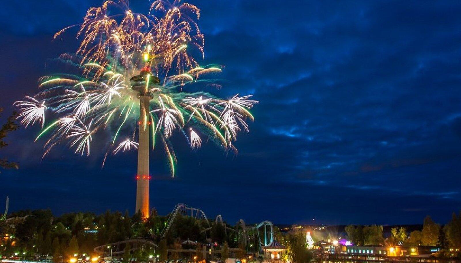 Ilustulestik Näsinneula tornist Tamperes.