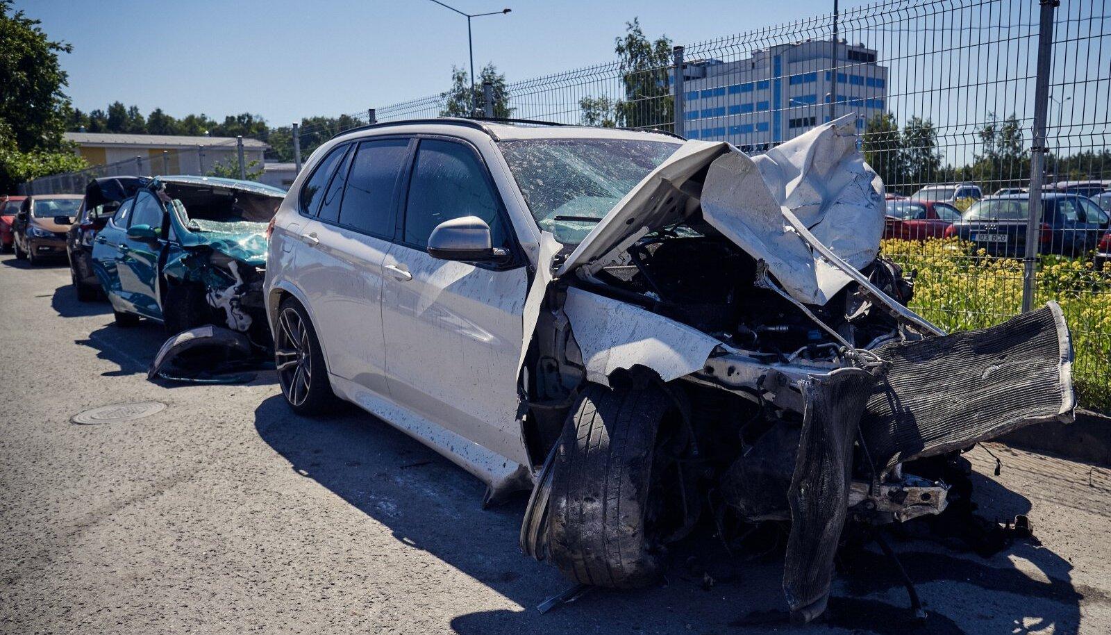 BMW, millega sõitnud juht kaks inimelu nõudnud õnnetuse põhjustas, sai vähem kannatada kui teised avariis osalenud sõidukid.