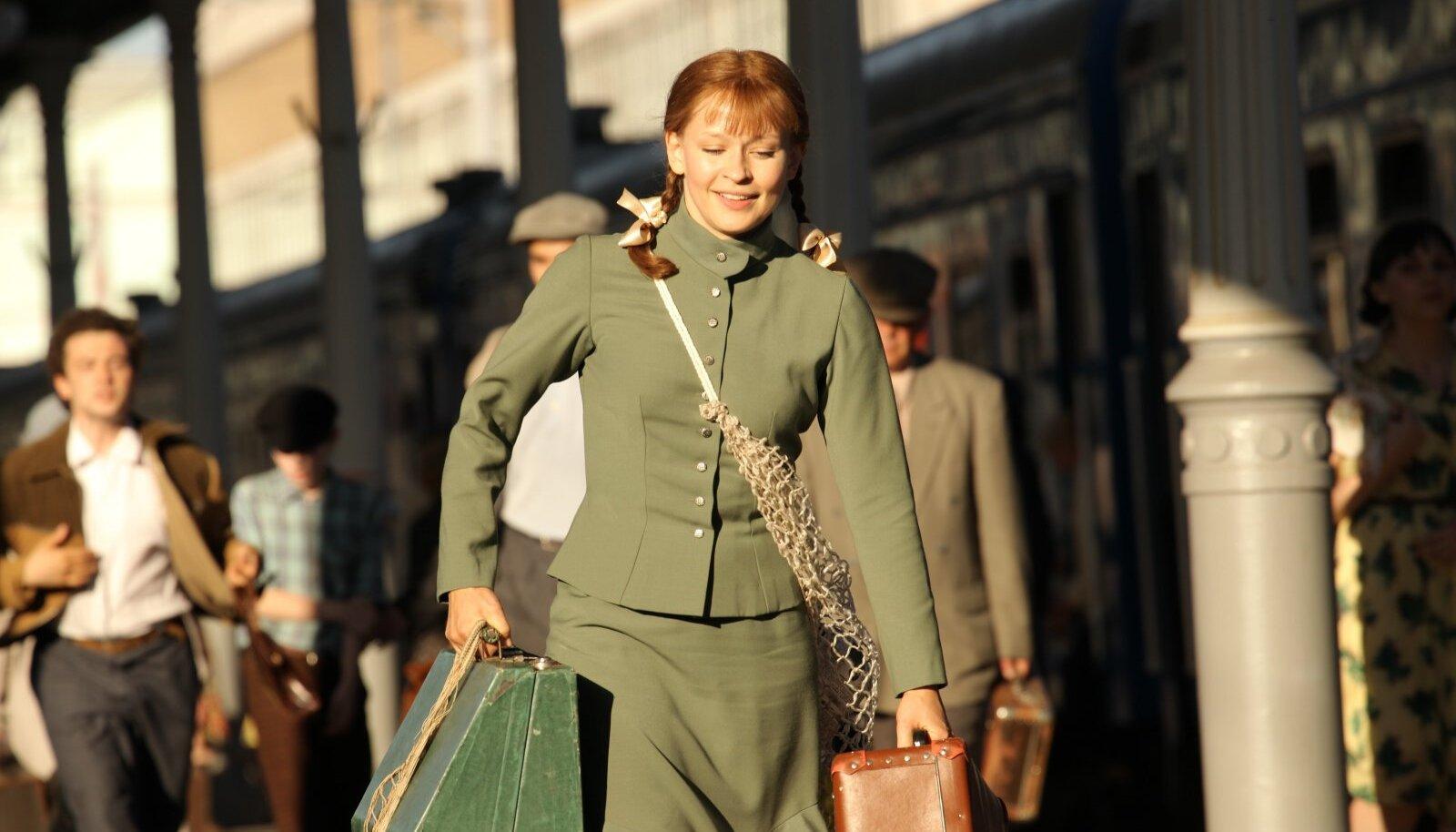 Filmivõteteks õmmeldi peaosalisele sadakond kostüümi originaalide järgi, mis kunagi kuulunud Ljudmila Gurtšenko garderoobi.