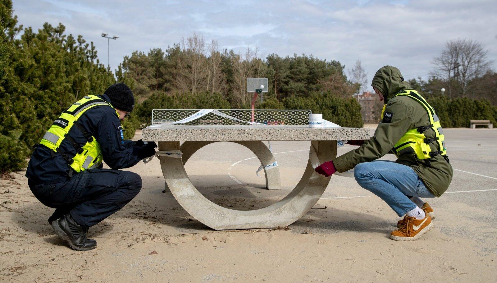 Mupo ja noorsportlased Stroomi rannas mängu-ja spordiväljakuid kontrollimas