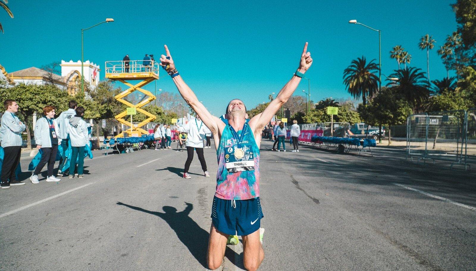 Tiidrek Nurme rõõm Sevilla maratoni finišis