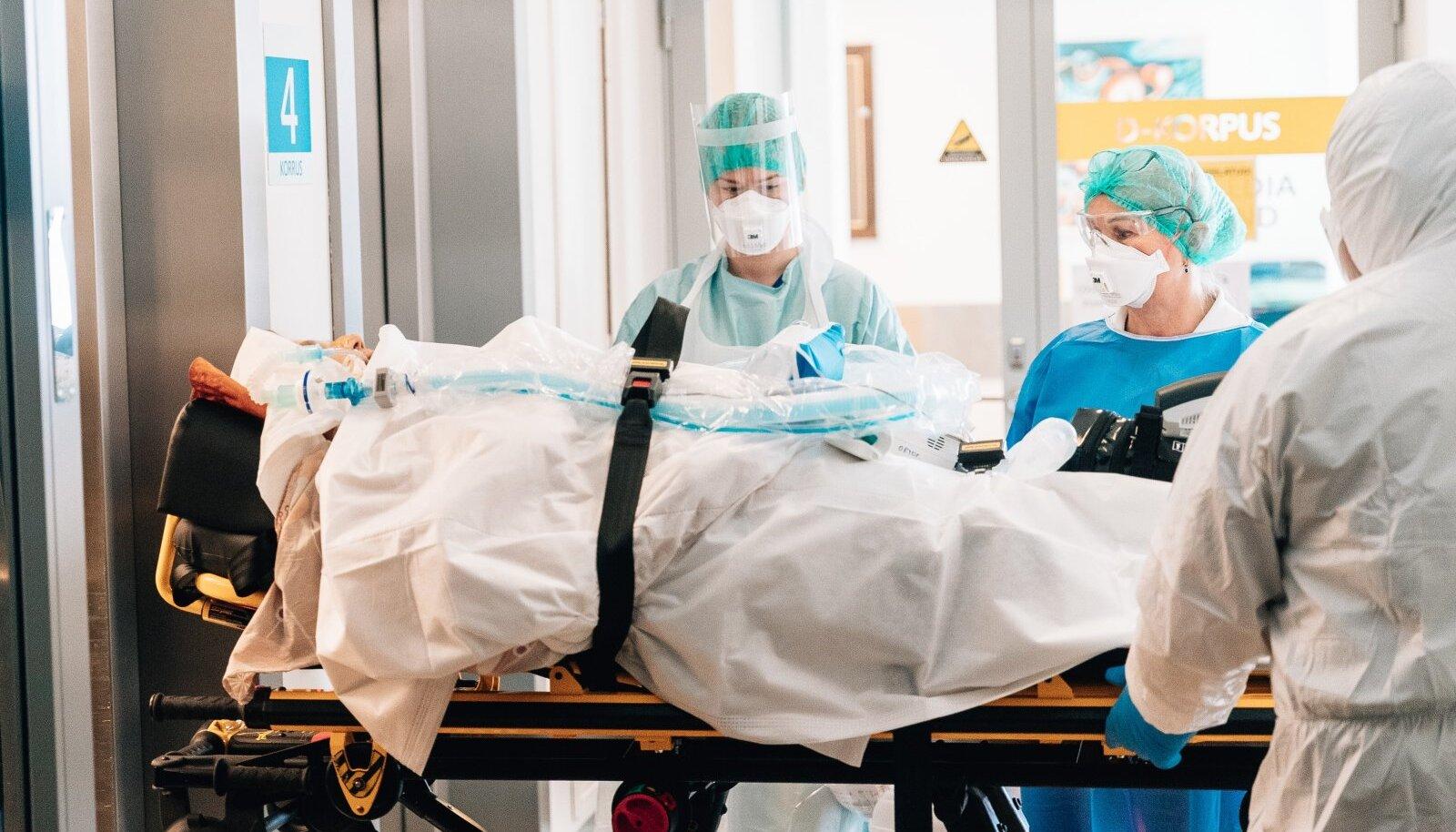 TEINE KOROONAKEVAD: 7. märtsil Lääne-Tallinna keskhaiglas. Koroonapatsientide ravi on kallis, sest lisaks kulukatele ravimitele vajavad haiged ravi raskemal juhul isegi kaks kuud.