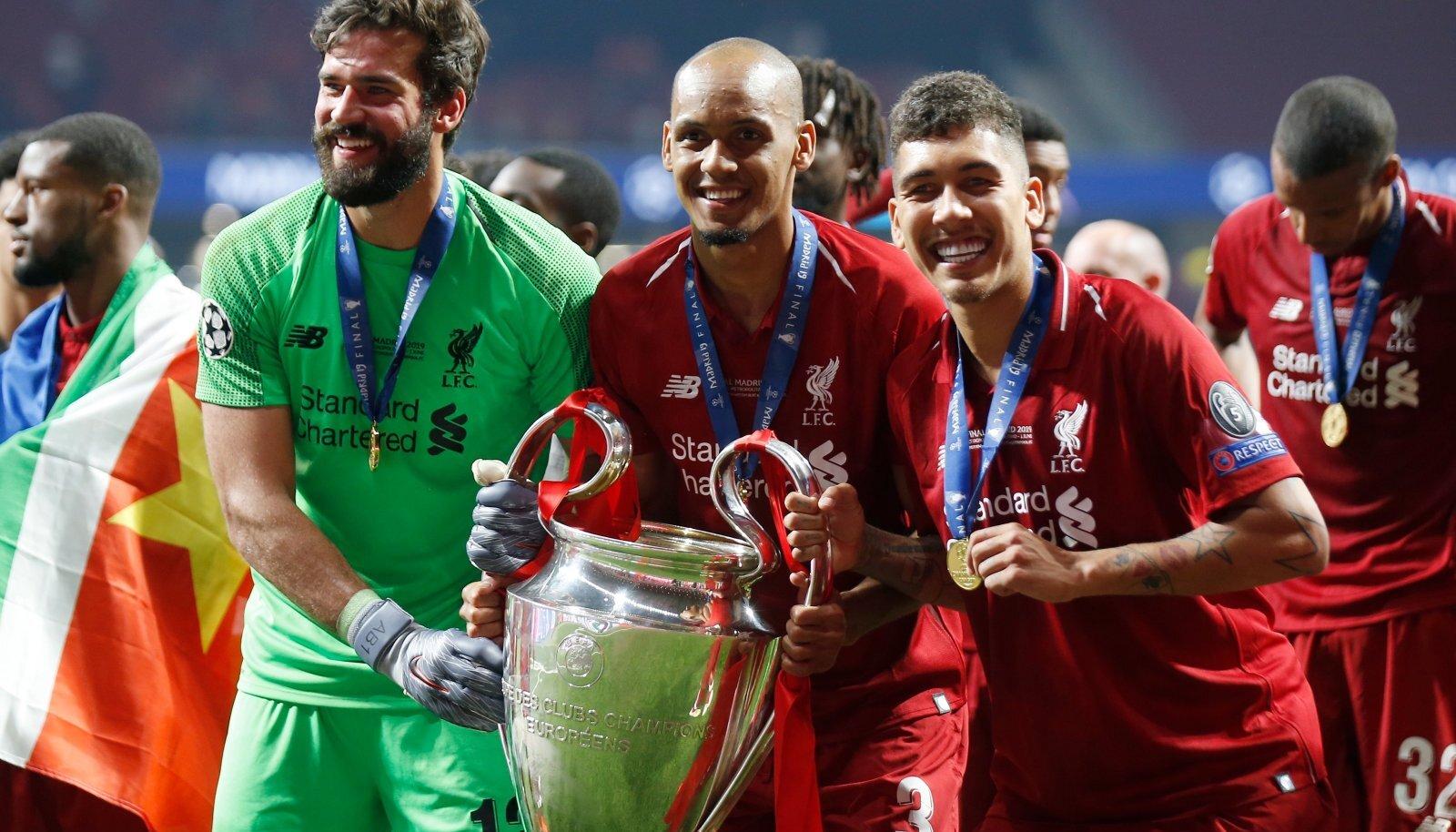 Liverpooli tähtmängijad Alisson Becker (vasakult), Fabinho ja Roberto Firmino peavad järgmist liigamängu kõrvalt vaatama.