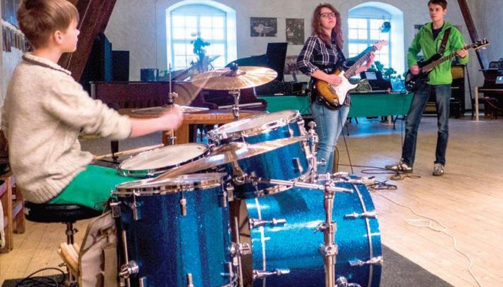 Raimond, Greete ja Karl-Robert ehk Beatstop harjutamas. Foto: Kaarel Kärner
