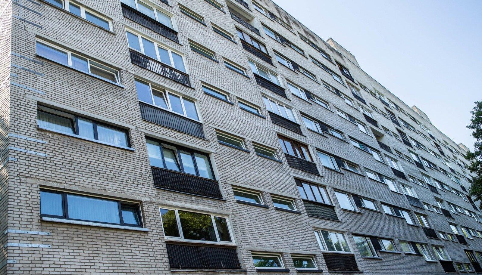 Vanad paneelmajad peavad teadupärast kehvasti sooja, ent peale KredExi meetmete pole elanikel olukorra parandamiseks palju võimalusi.