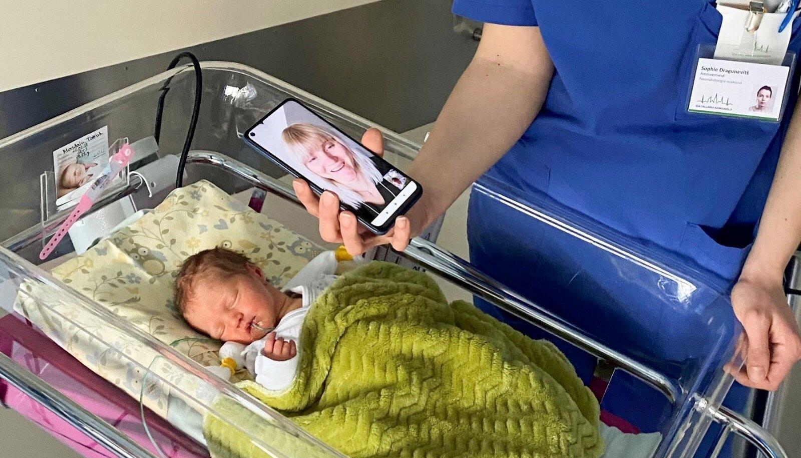Ema Kristiinale ja isa Jassile pakkusid raskel ajal lohutust videokõned beebiga.