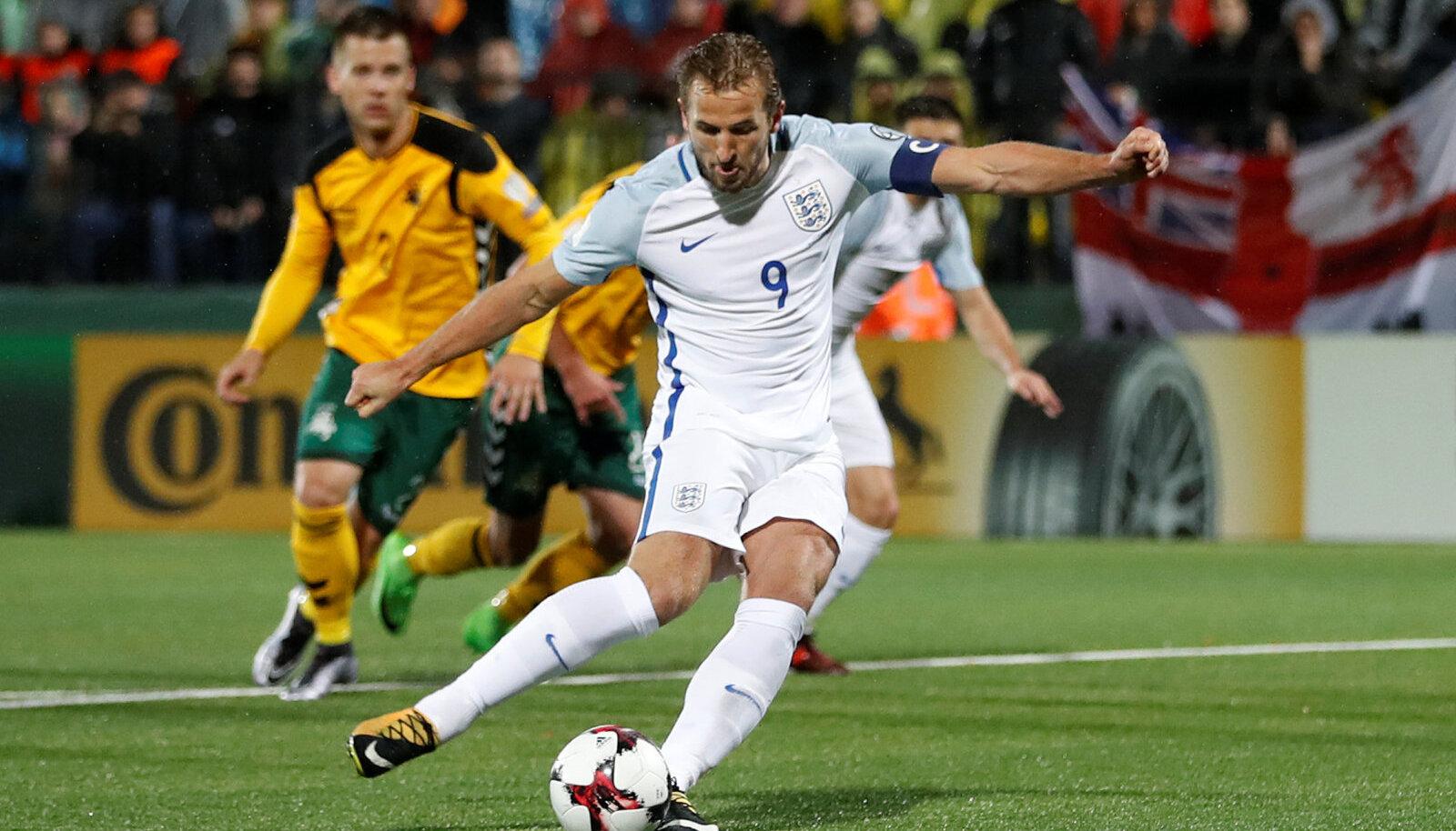 Harry Kane MM-valikmängus Leedu vastu penaltit löömas.