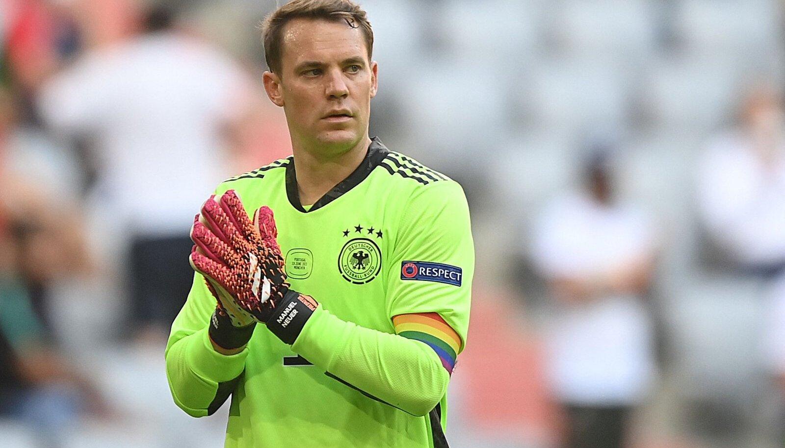 Manuel Neuer vikerkaarevärvilise kaptenipaelaga