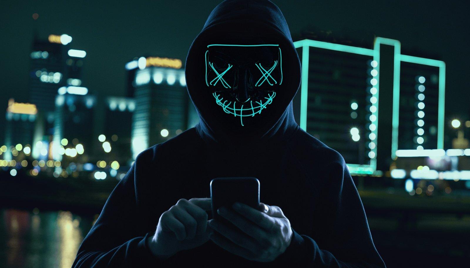 Telefonikelmustest on saanud ülemaailmne kuriteoliik ja seepärast on ka toimepanijaid keeruline tabada.