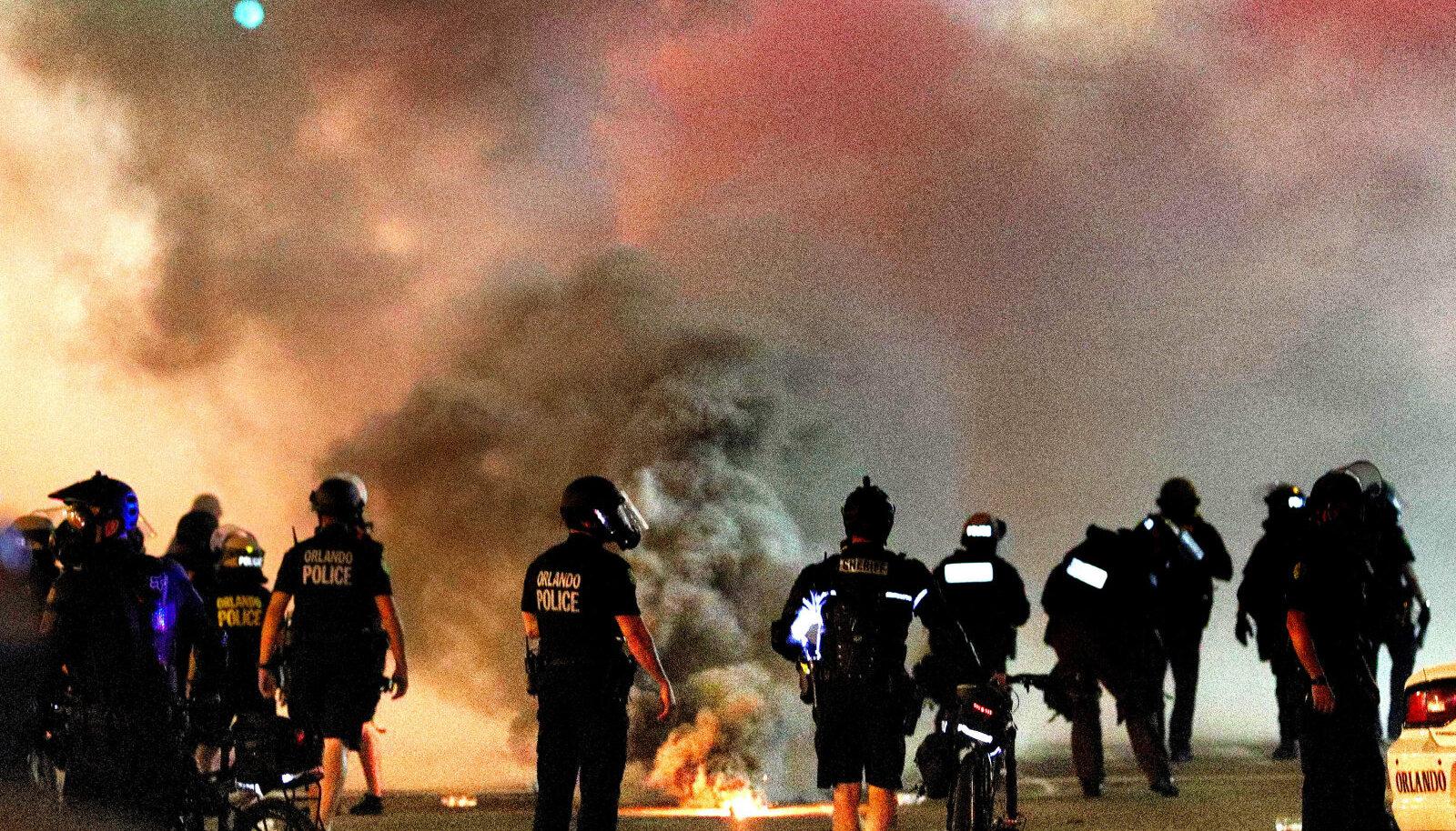Orlando politsei vaigistab proteste