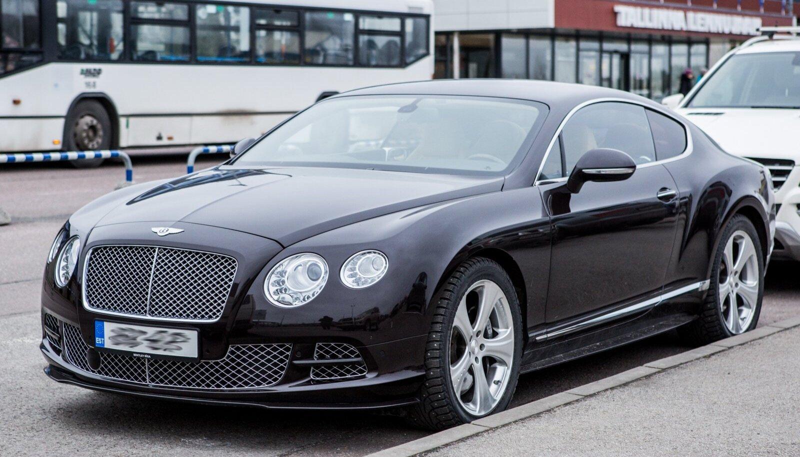 150 000 eurot maksev Bentley Continental GT aastal 2014 Tallinna lennujaama ees, foto on illustratiivne.
