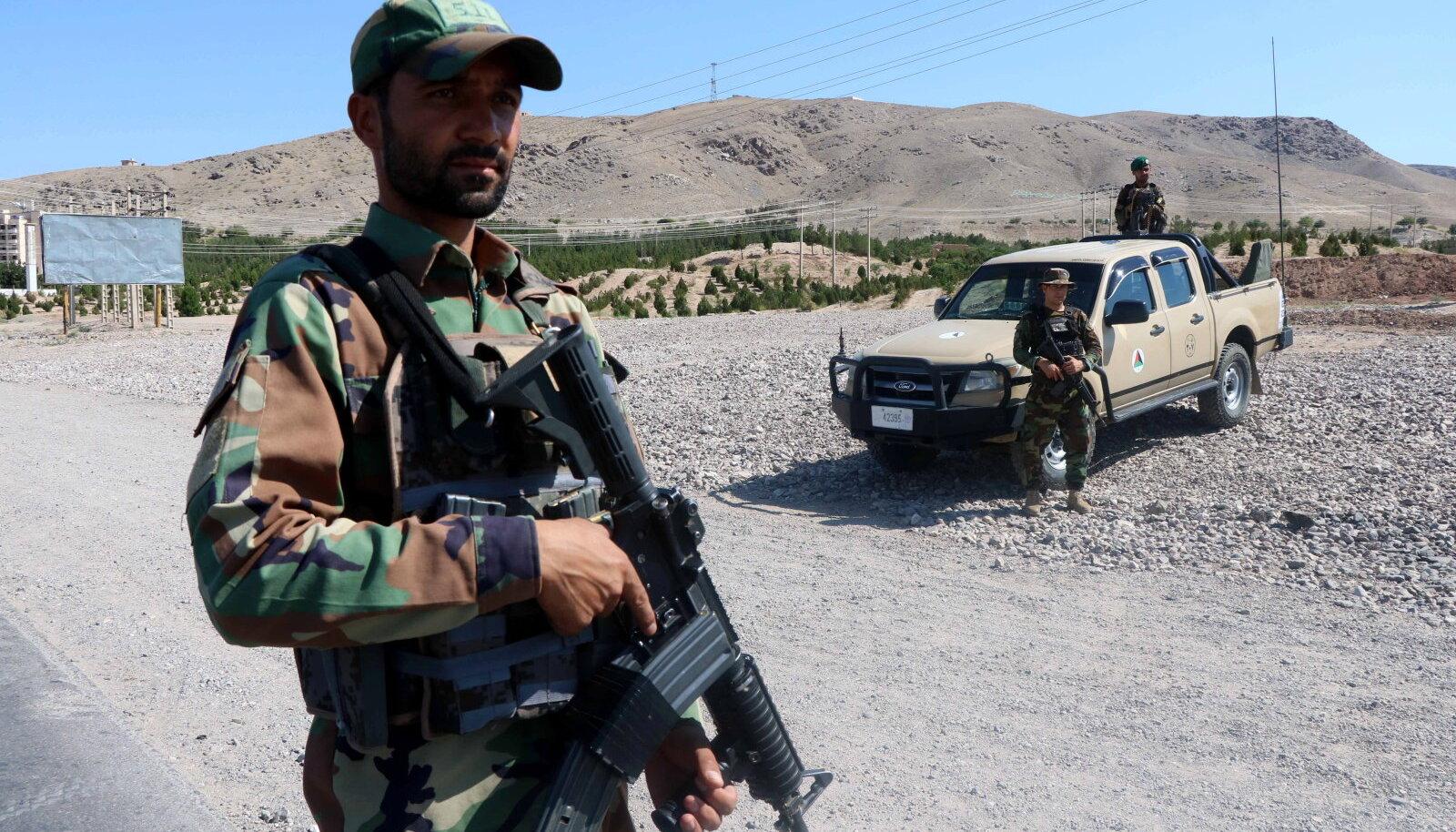 Afganistani sõdurid teeäärses Herati kontrollpunktis.
