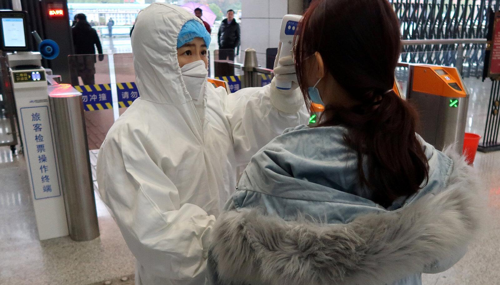 Wuhanist tulevate reisijate kehatemperatuuri kontroll Xianningi linnas, mis on praeguseks samuti reisikeelu all.