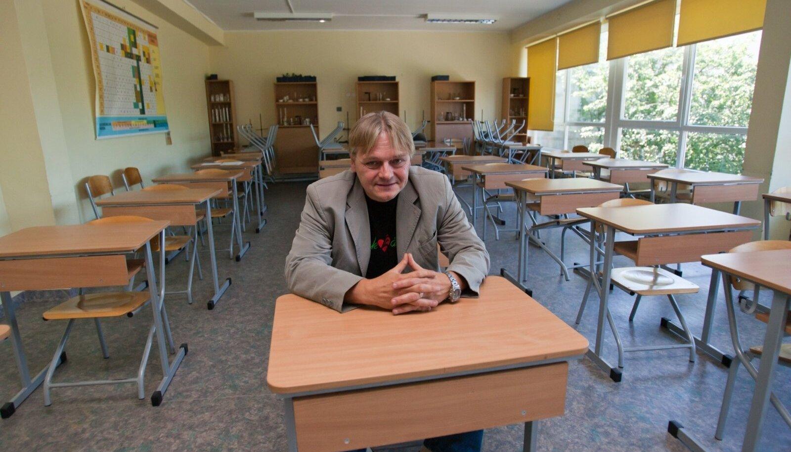 Lapsevanemad ja õpetajad süüdistavad Tartu Raatuse kooli direktorit solvangutes ja hirmuvalitsuses