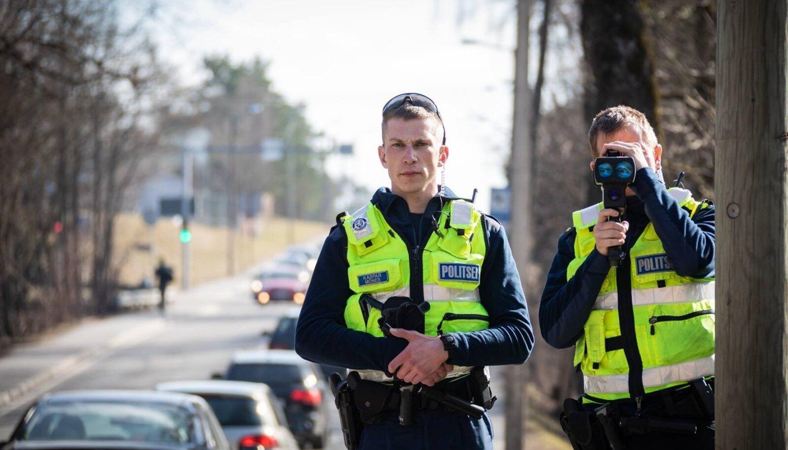 Põhja Prefektuuri politseinikud kiirust mõõtmas