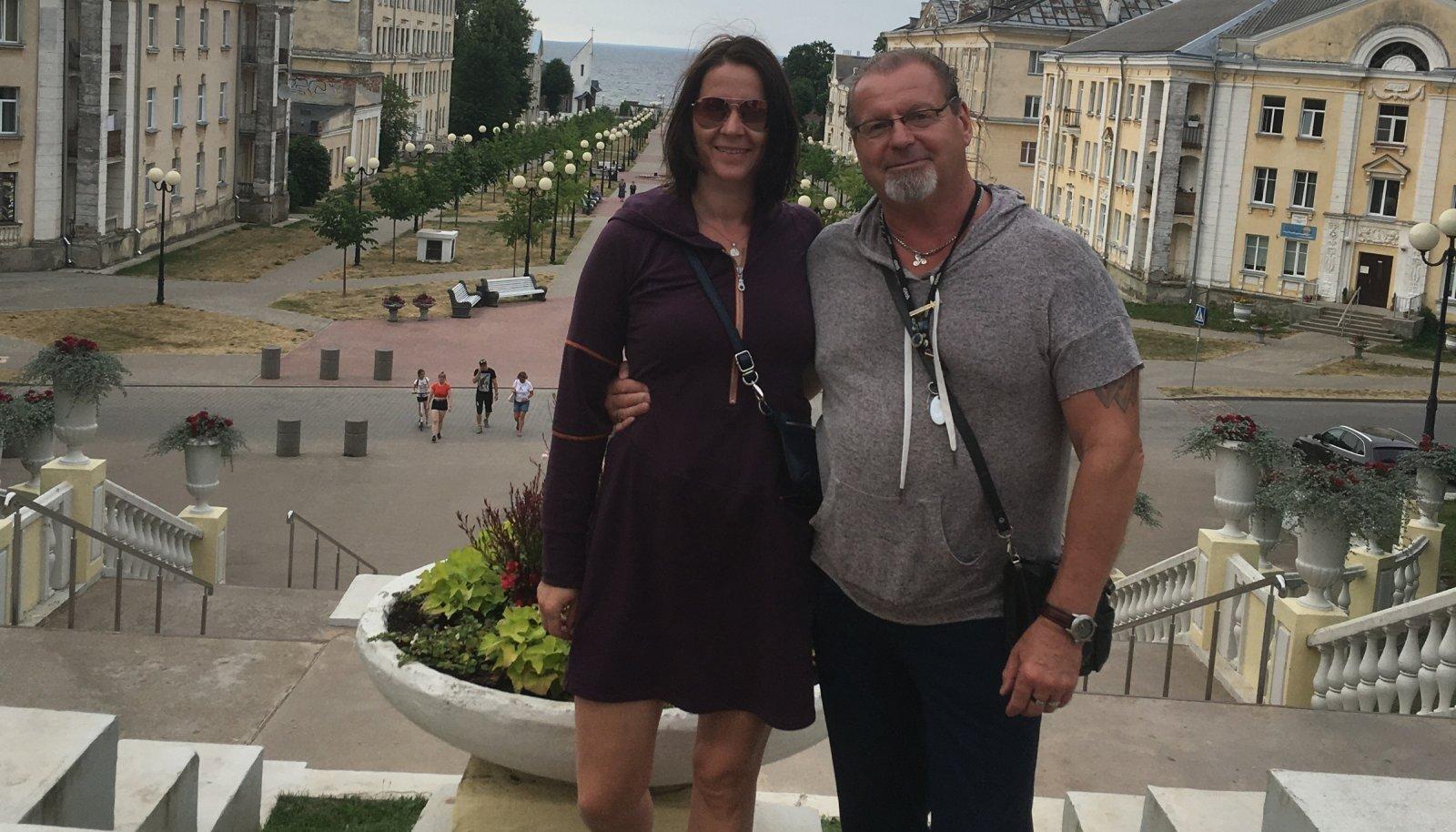 JUUBELI AEGU 14. juulil, kui Erich sai 60, seikles ta Mariaga hoopis Ida-Virumaal. Kaadris poseerib paar parajasti Sillamäe promenaadil.