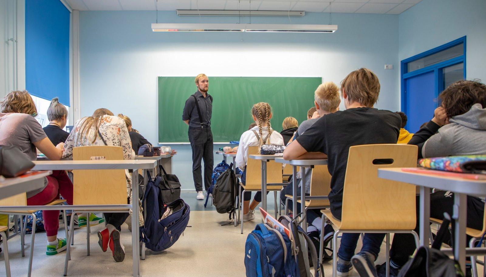 Tänane palgakasvu tempo ei ole suutnud motiveerida piisavalt palju noori õpetajaks õppima. Foto on loo juures illustratiivne.
