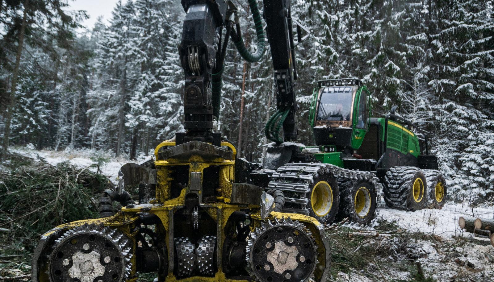 Kliendid kiidavad - Aarman Puit OÜ langetustraktorile eritellimusena valmistatud veorullid langetasid märkimisväärselt võimsa metsalangetustraktori kütusekulu ja suurendasid tootlikkust.
