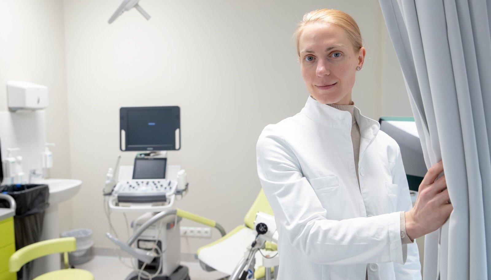 Kristina Kuhi sai geenitestist teada, et tal on väga suur nahamelanoomi haigestumise tõenäosus. Lauspäikese käes päevitamisest teab ta nüüd hoiduda.