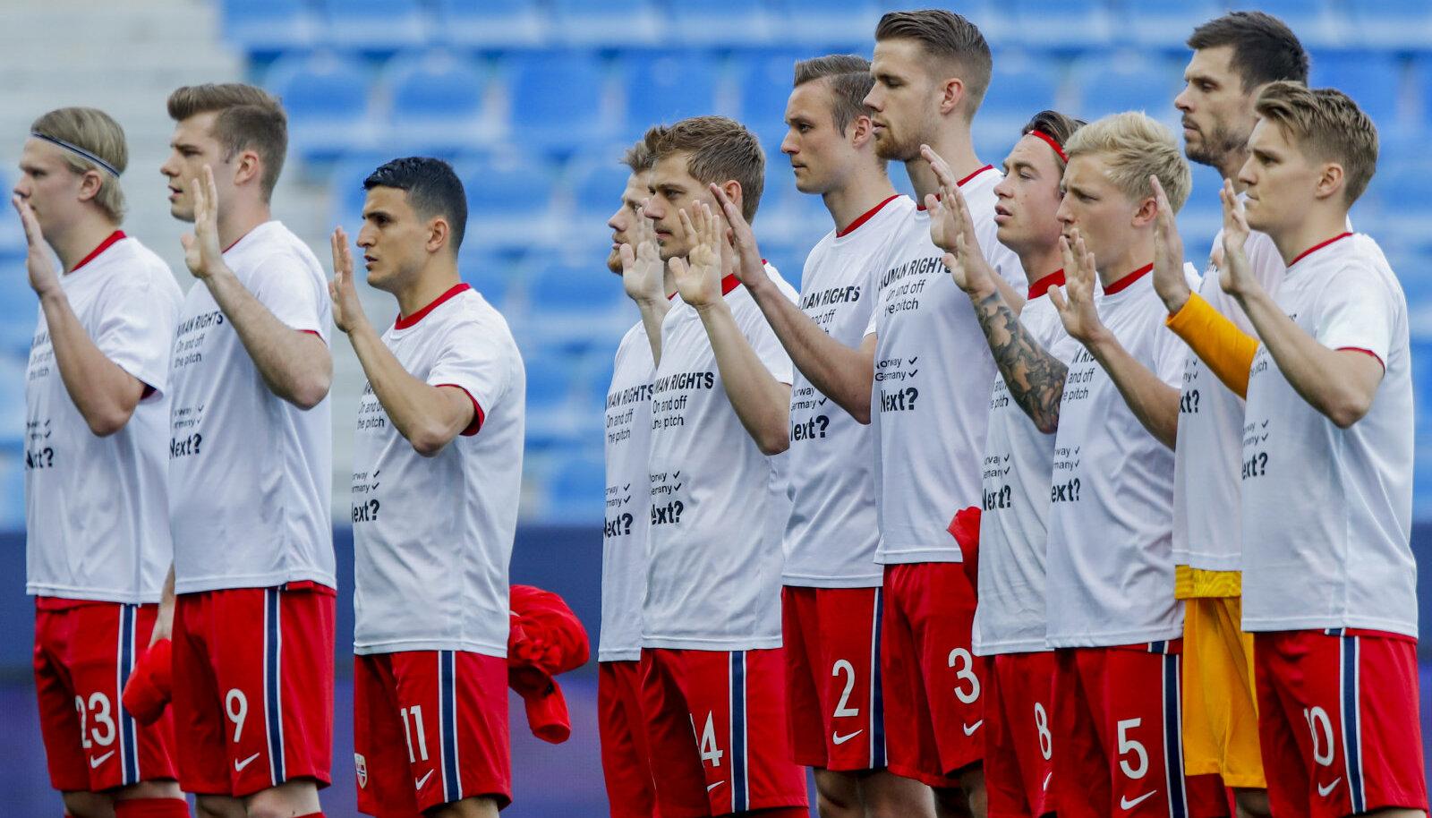 Norra jalgpallikoondis enne mängu Türgiga.