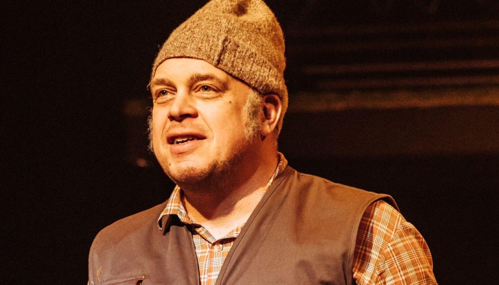 Rakvere lavalaudade Vana toriseja Esko on seekord sattunud ootamatusse teatripäeva tervitaja rolli