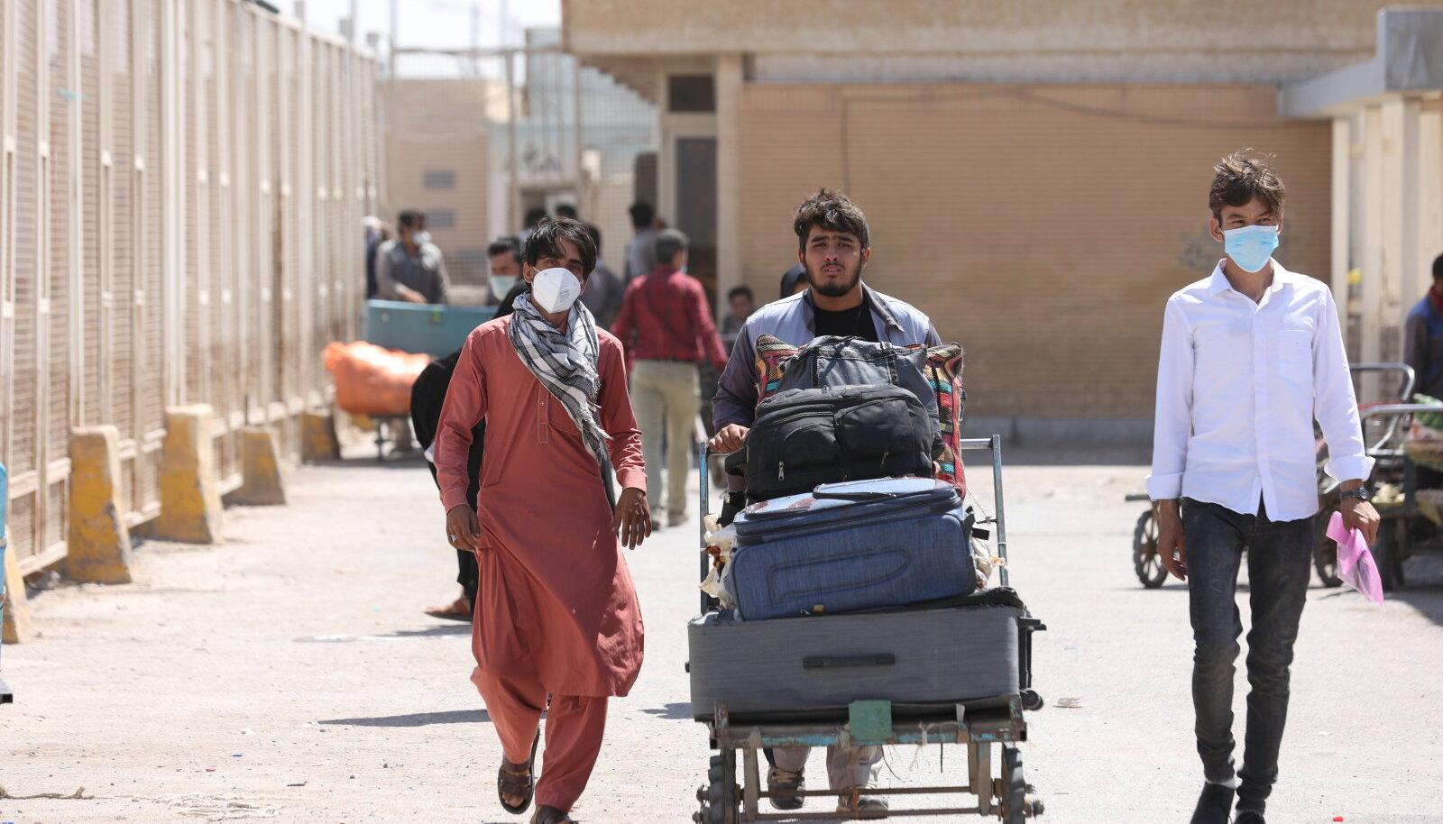 Afganistani kodanikud eile Iraani piiri ületamas