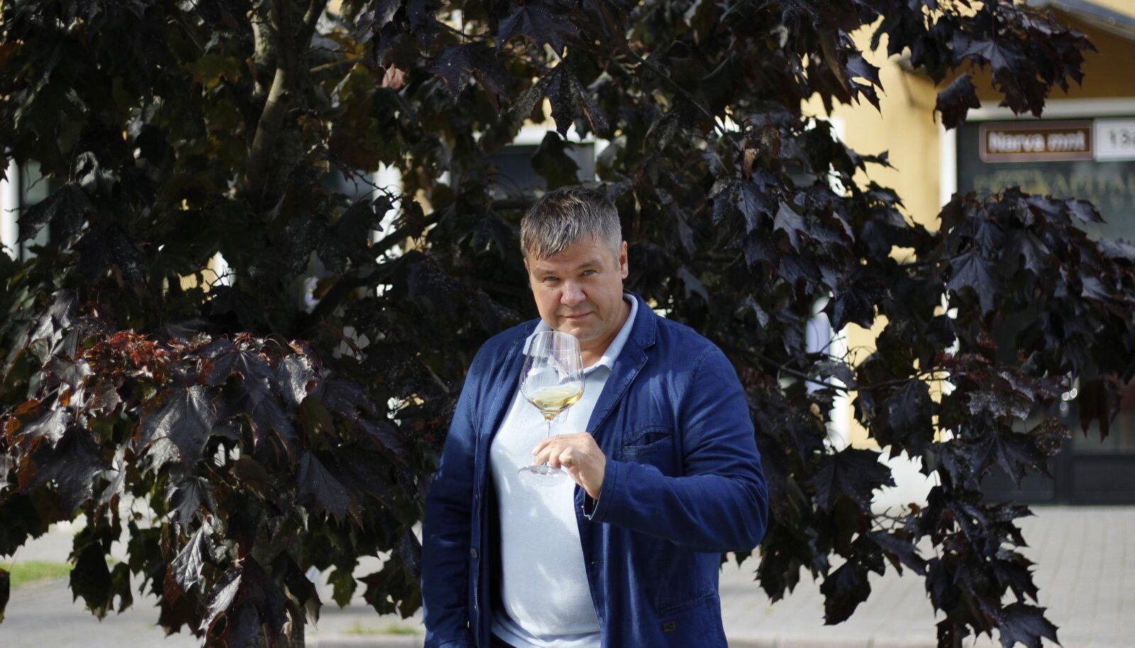 Milliseid maitsevõimalusi Chenin Blanc tegelikult pakub, räägib lähemalt Eesti Sommeljeede Assotsiatsiooni sommeljee ja sommeljeede erakooli lektor Aivar Vipper.