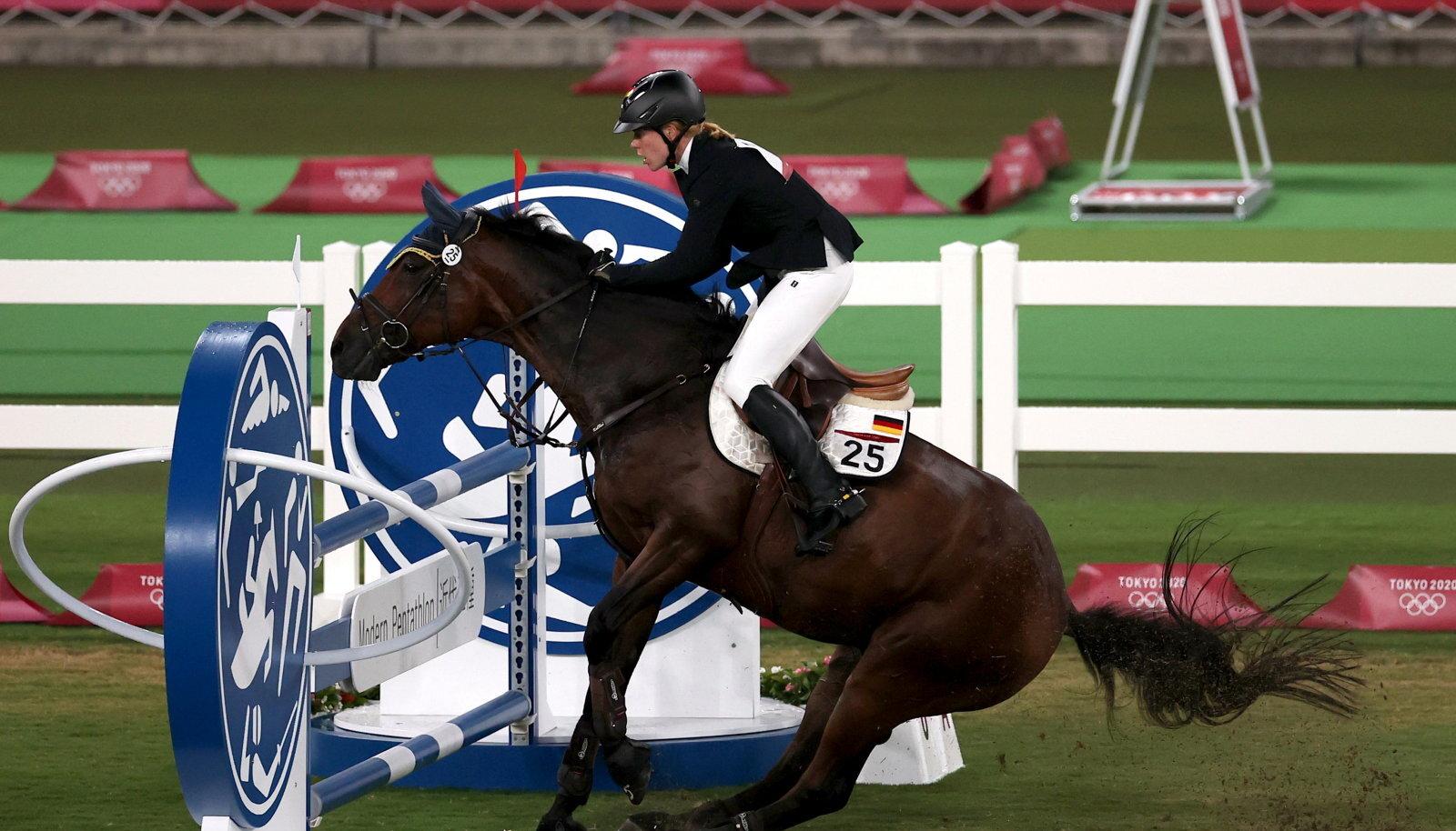 Annika Schleu ja hobune Saint Boy Tokyo olümpial.