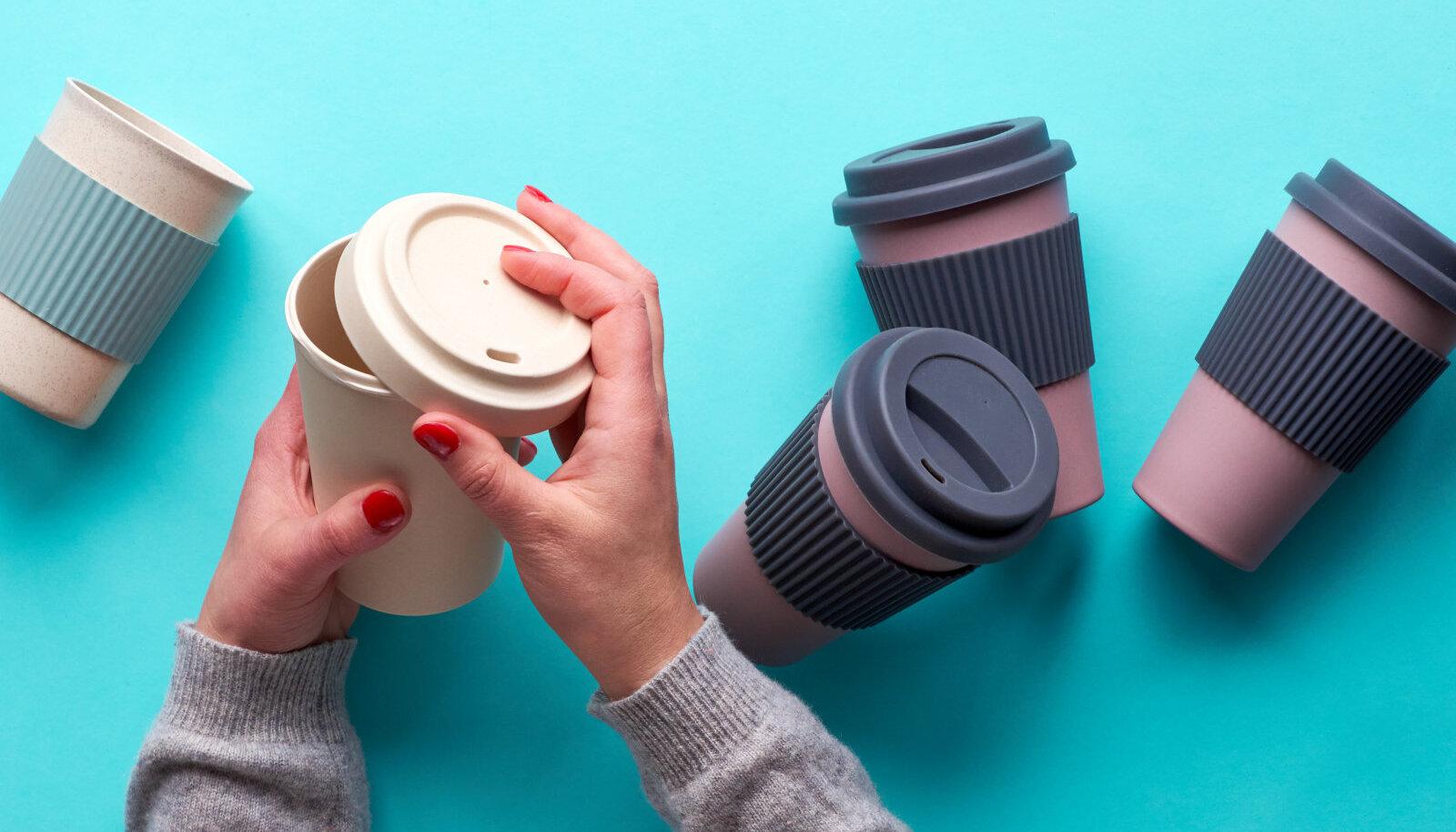 Enim on nõuetele mittevastavaid tooteid sooja joogi topside ja laste sööginõude hulgas.Pilt on illustreeriv.
