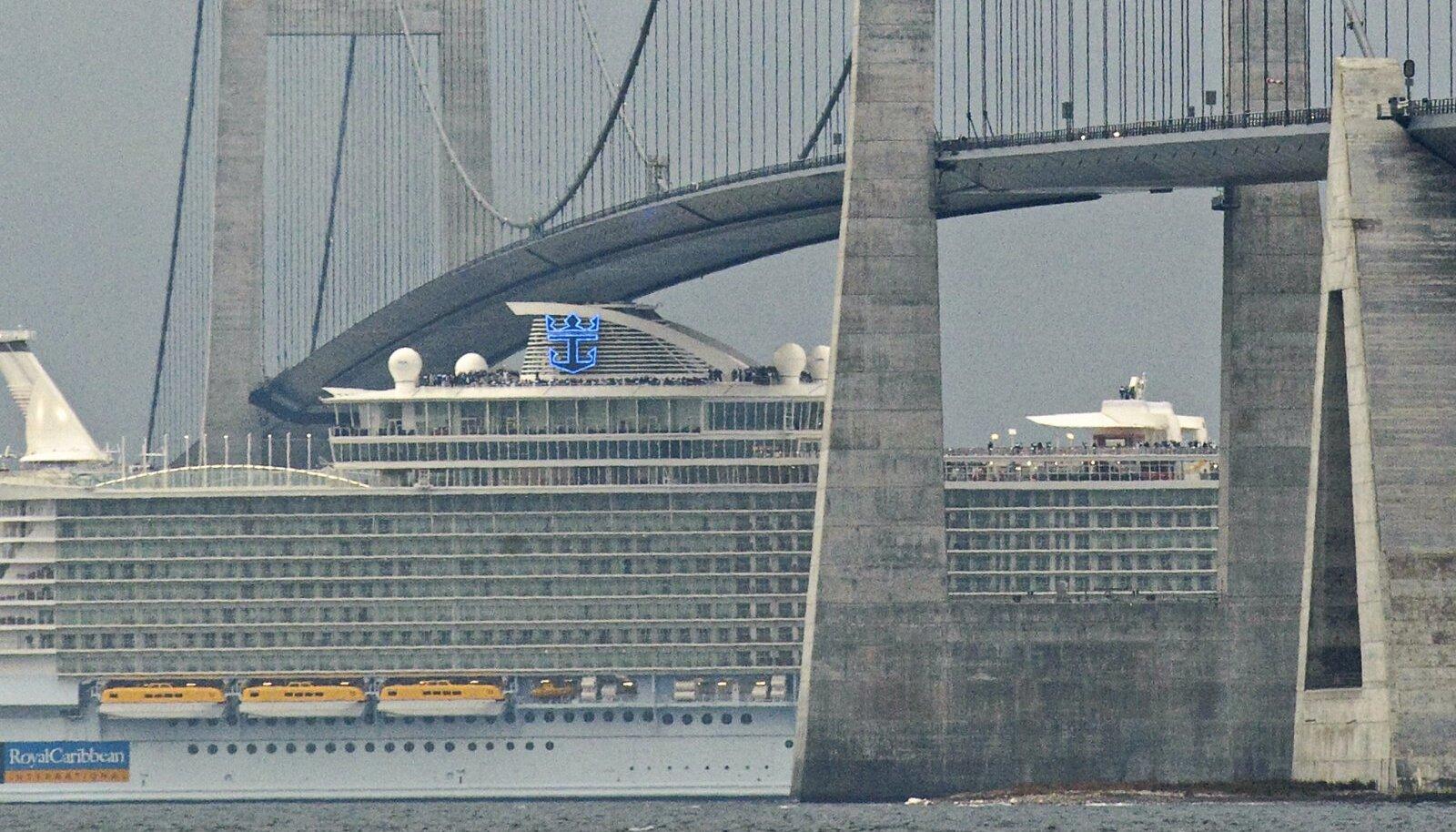 Suure Belti silla alt mahub läbi ka kruiisilaev.