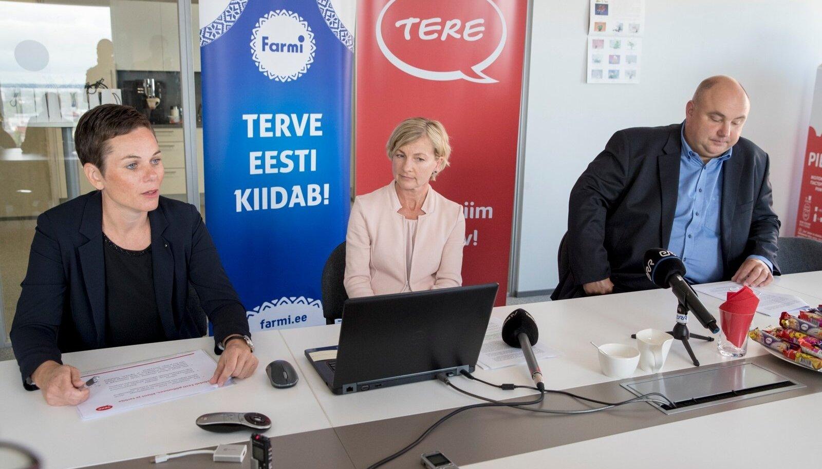 Tere nõukogu esimees Katre Kõvask (vasakult), Tere juhataja Margit Talts ning Farmi Piimatööstuse juhataja Valdis Noppel.