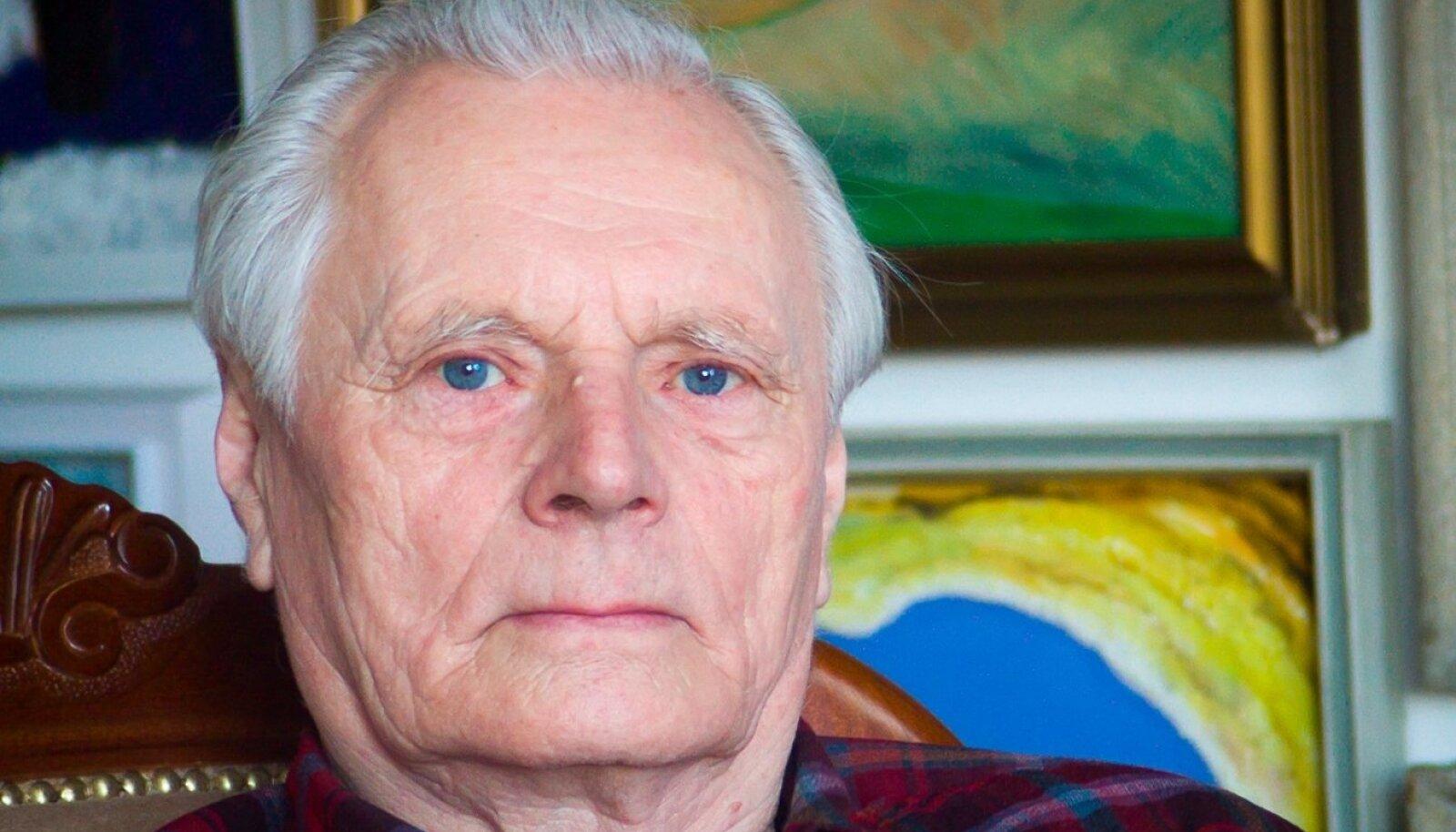 Võimlemispedagoog ja spordiajaloolane Aksel Tiik pani oma süstemaatilise ja tasakaaluka tööga aluse praegusele Eesti Spordi- ja Olümpiamuuseumile.