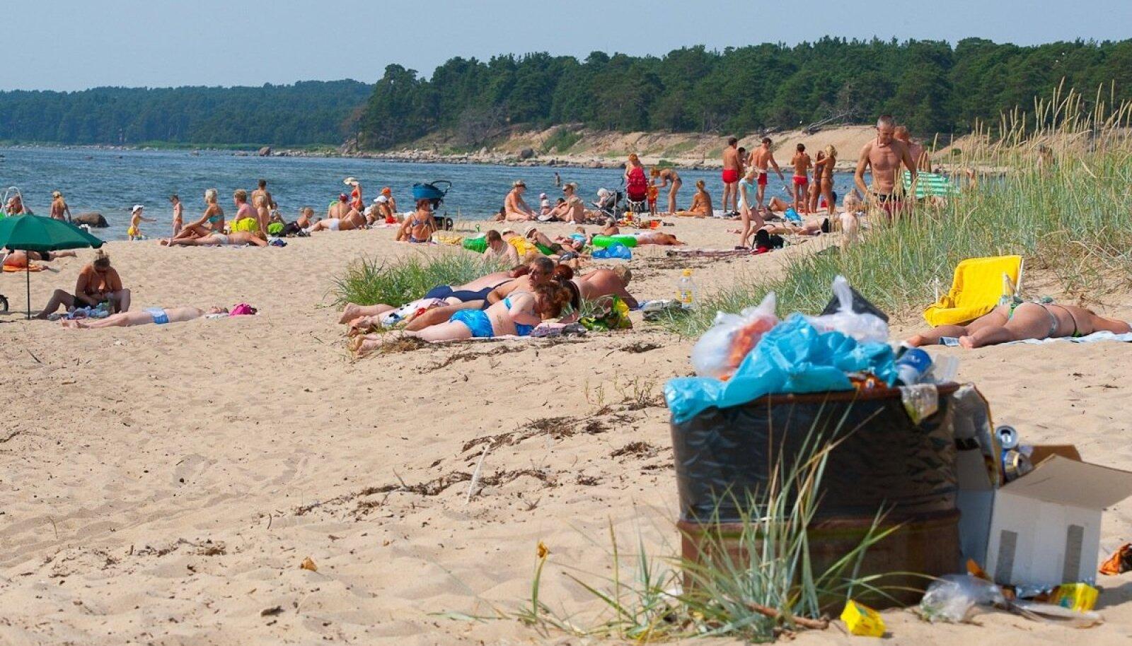 Rämpsuga oli randades muret ennegi, aga nüüd pole sinna üldse vaja prügikaste paigaldada.