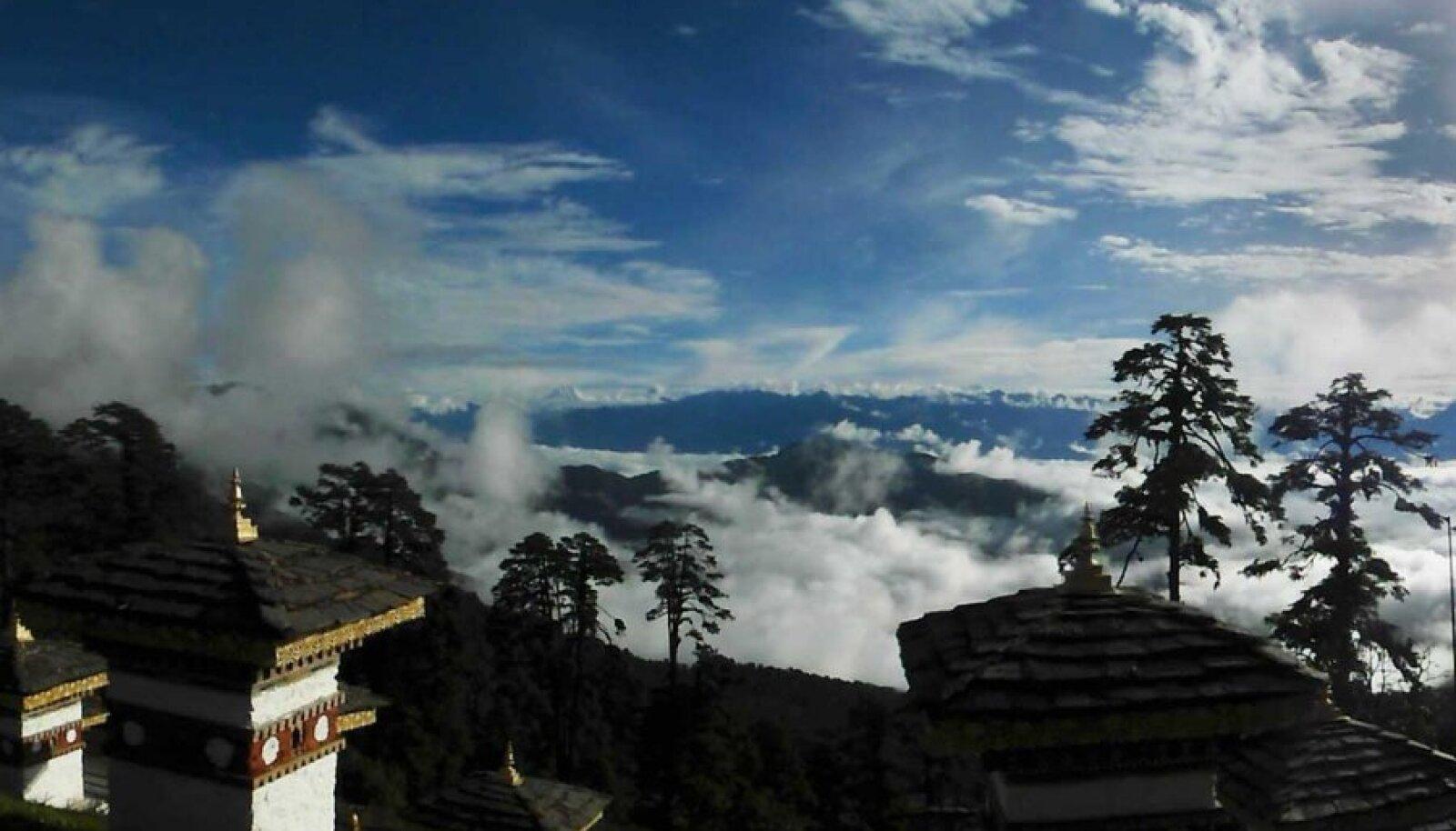 Dochula kuru koidikul: kolme kilomeetri kõrgusel merepinnast ei avane vaade mitte ainult 108 kuulsale stuupale, vaid suurele osale Bhutanile.