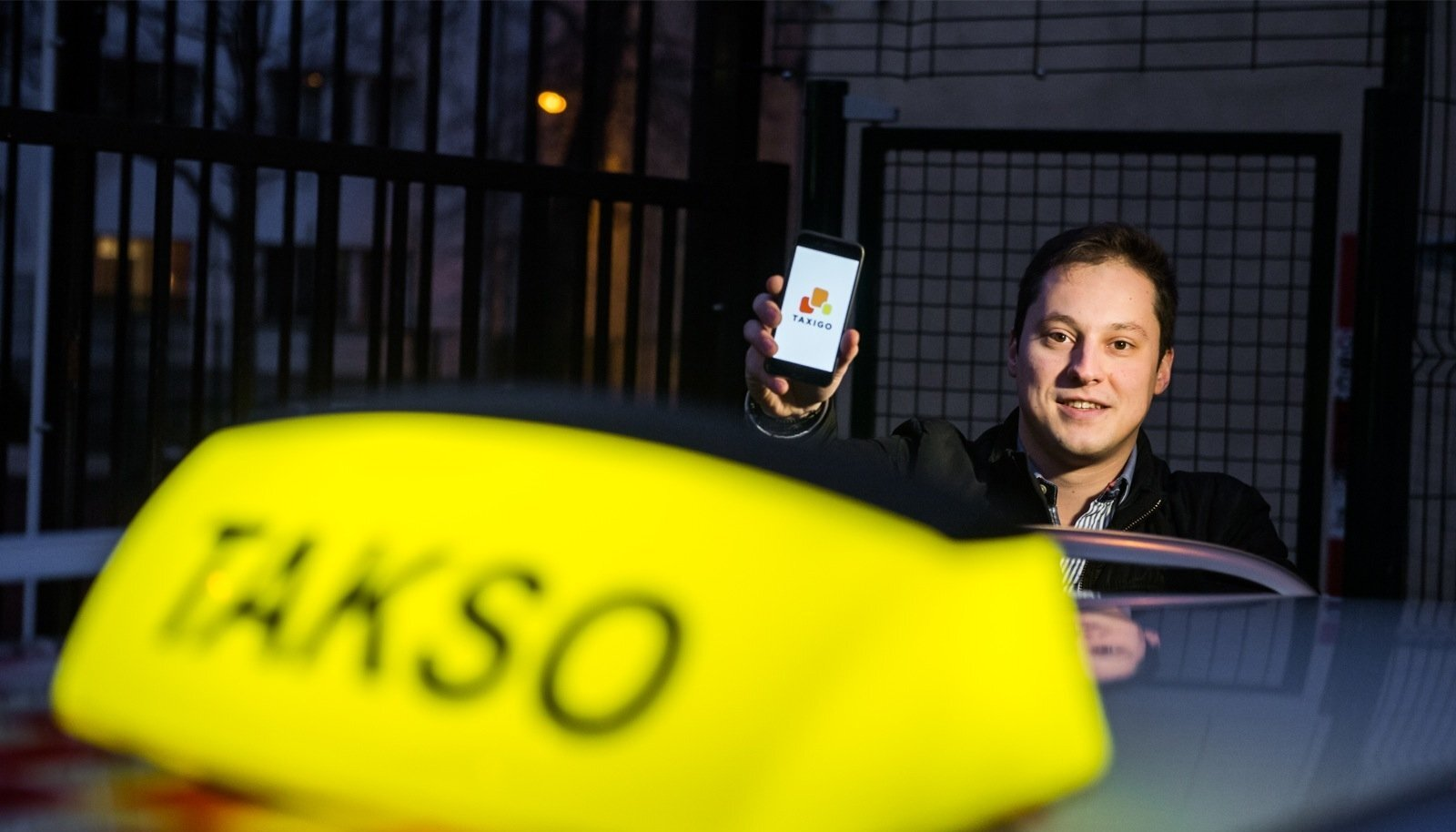 Eduard Dubrovski ehitas üles Raadiotakso, kuid on end nüüd sellest ettevõttest taandanud. Dubrovski rõhutab, et tegu pole taksofirmade omandis oleva rakendusega.