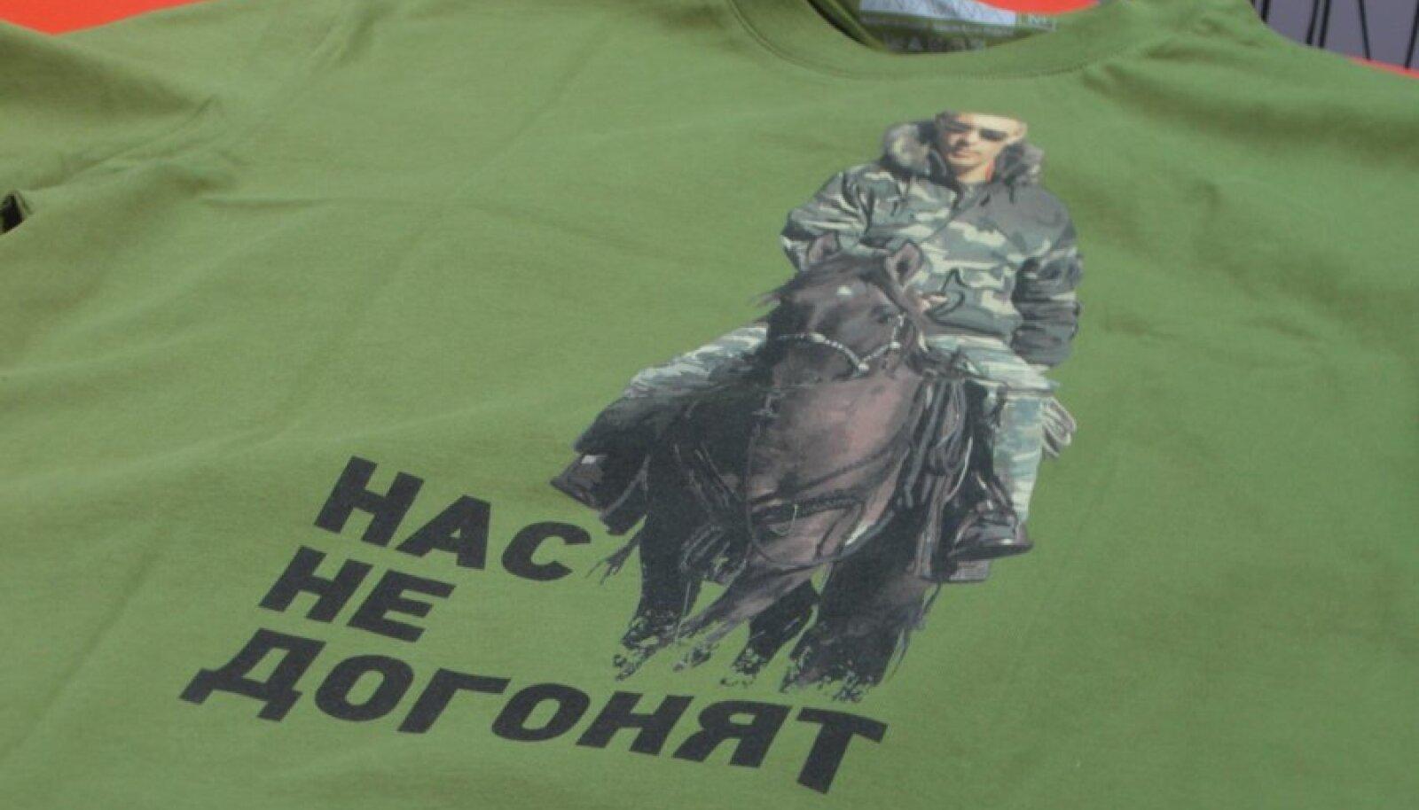 Putini pildiga T-särk Punasel väljakul asuvas kaubamajas