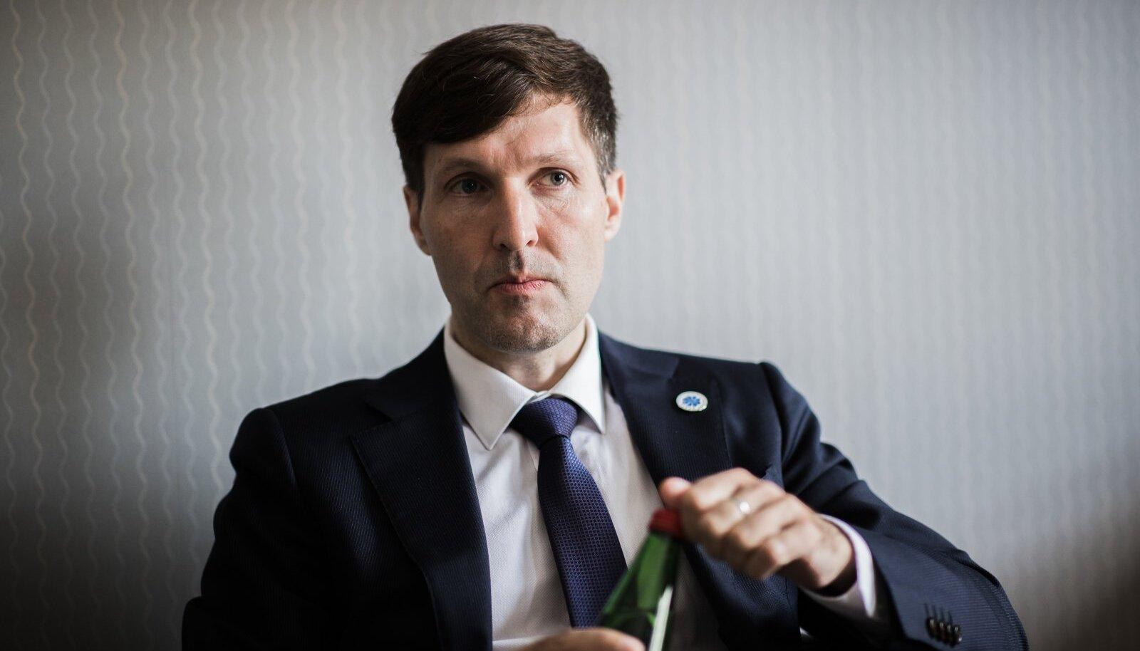 Helme sõnul kaalub EKRE ka meeleavalduste korraldamist, kuid täna ta ise vaktsineerimise ja õiguste piiramise vastaste meeleavaldustel (Balti ketti imiteeriv protestiaktsioon) ei osale.