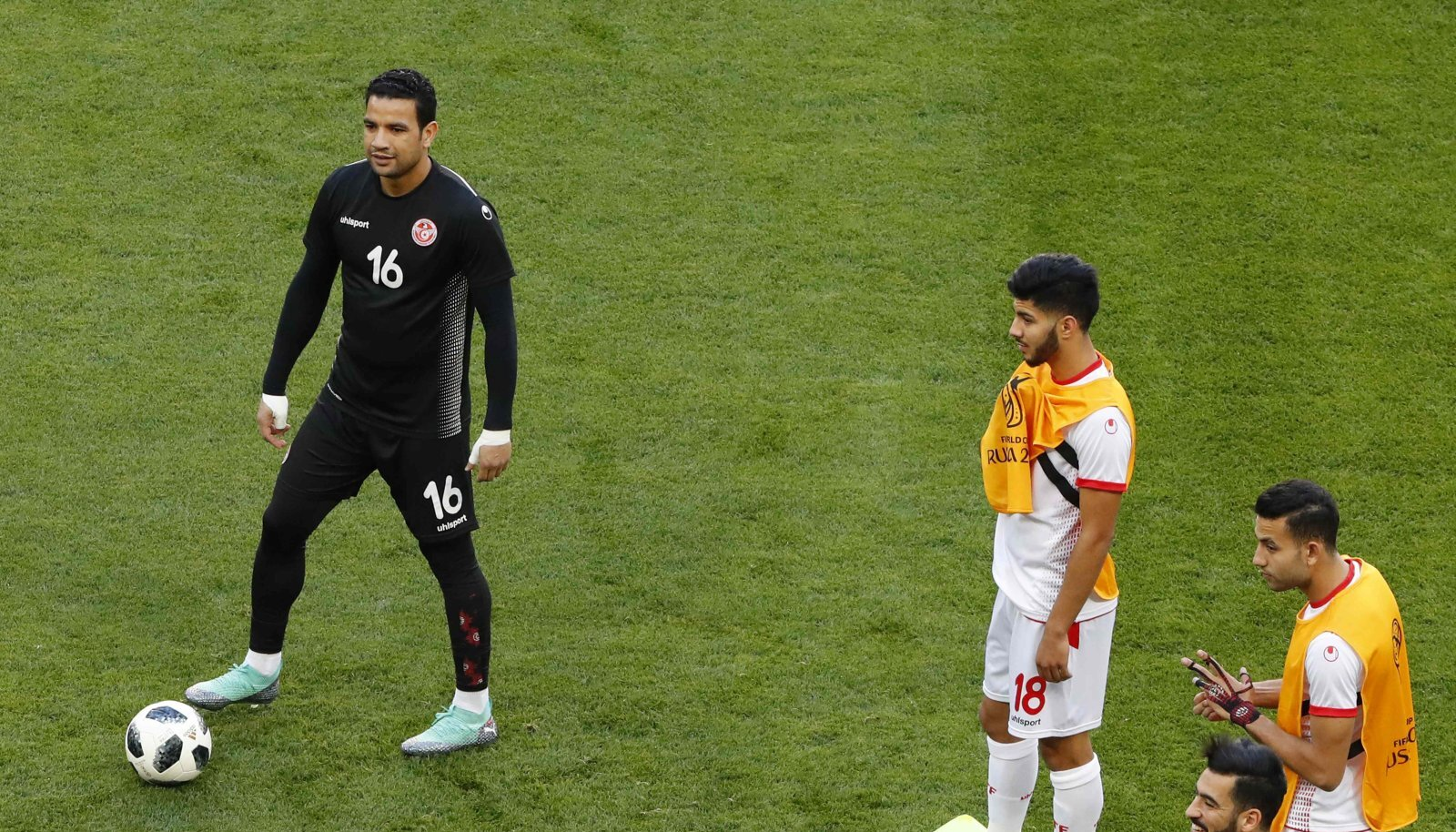 Tuneesia kolmas väravavaht Aymen Mathlouthi (vasakul).