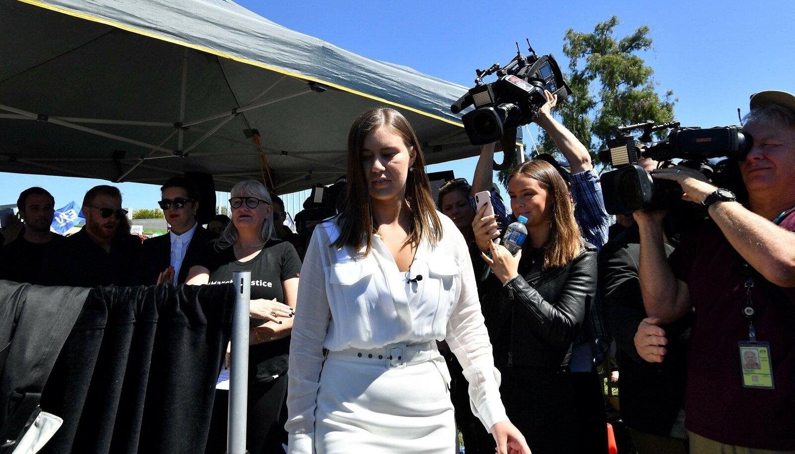 Endine valitsuse töötaja Brittany Higgins tuli vägistamissüüdistusega lagedale veebruaris. Teda olevat survestatud politseisse mitte pöörduma, kuid ta tegi seda lõpuks siiski.